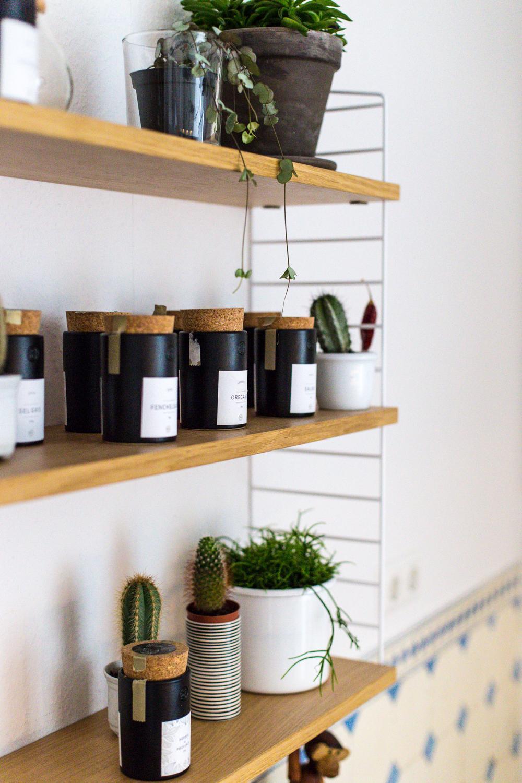 Kräuterregal in der Küche. #stringfurniture #home #p...
