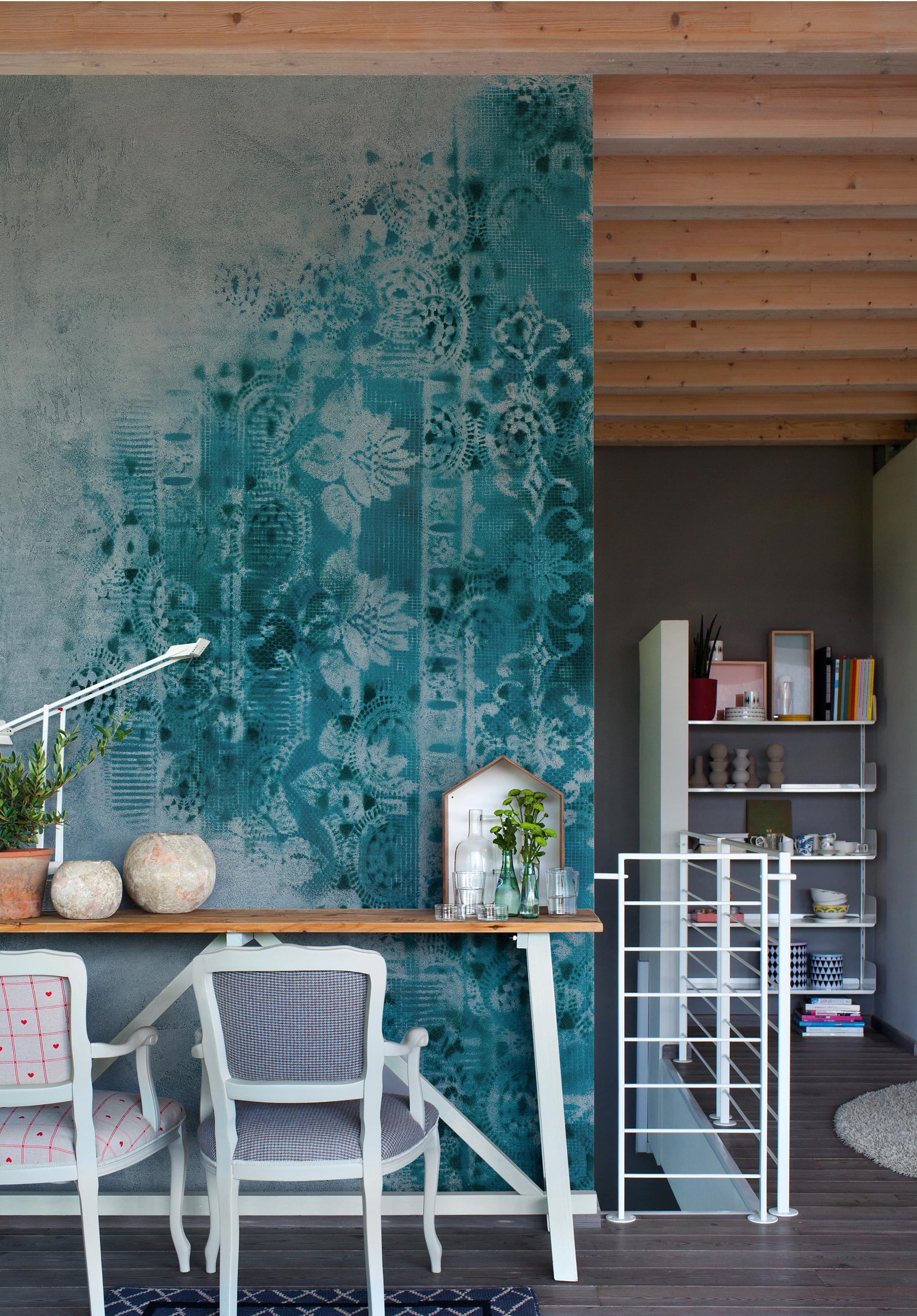 Kreative Wandgestaltung #stuhl #wandverkleidung #wandgestaltung #shabbychic  #weißerstuhl #wallu0026amp;deco