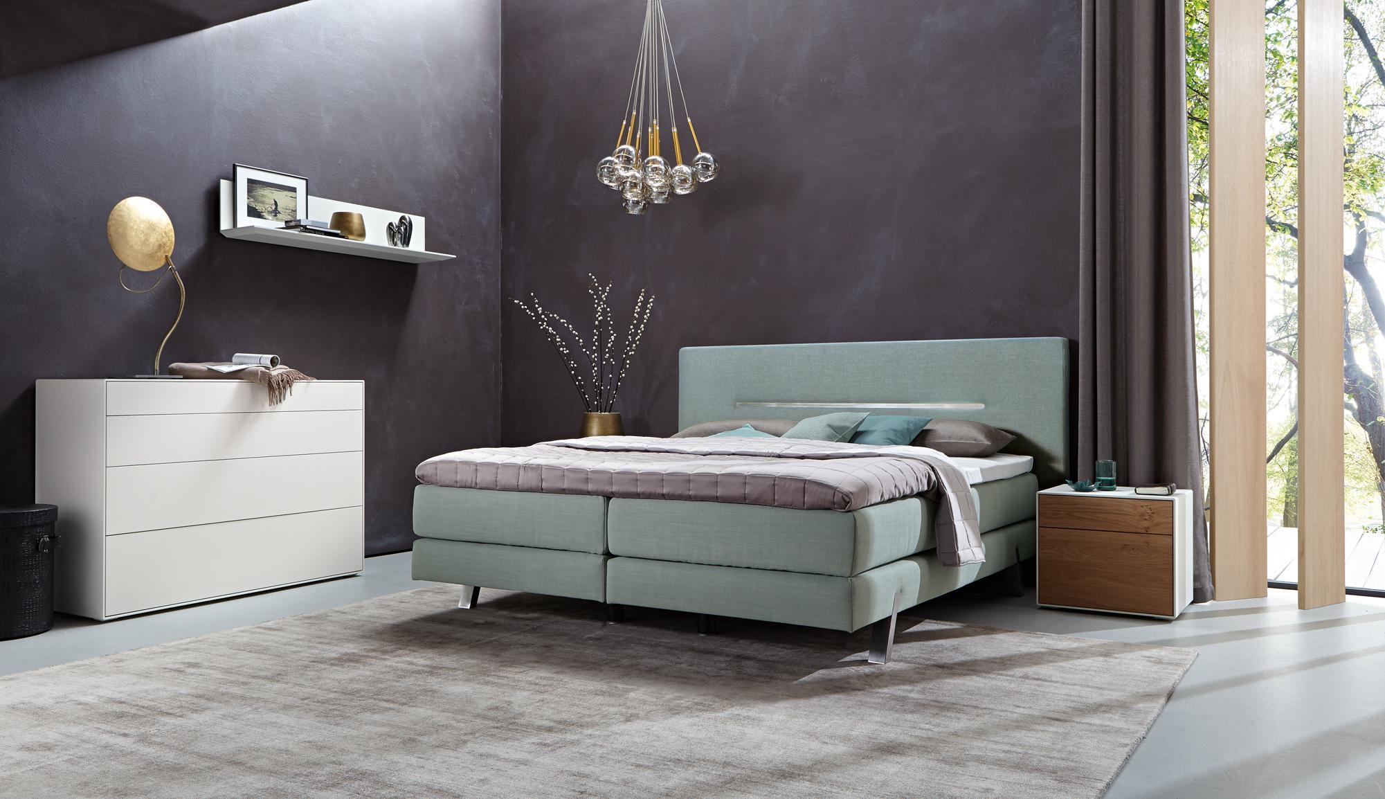 Bezaubernd Schlafzimmer Teppich Foto Von Kreativer Farbmix Im #teppich #kommode #nachttisch #pendelleuchte