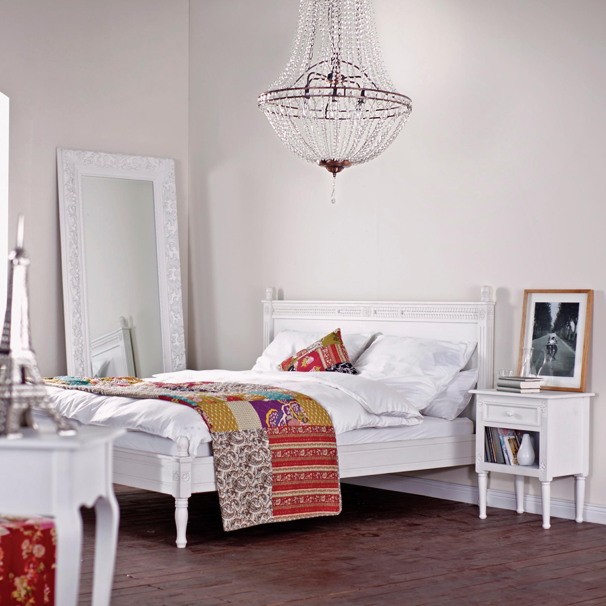 Kronleuchter im Schlafzimmer #bett #spiegel #bilderr...