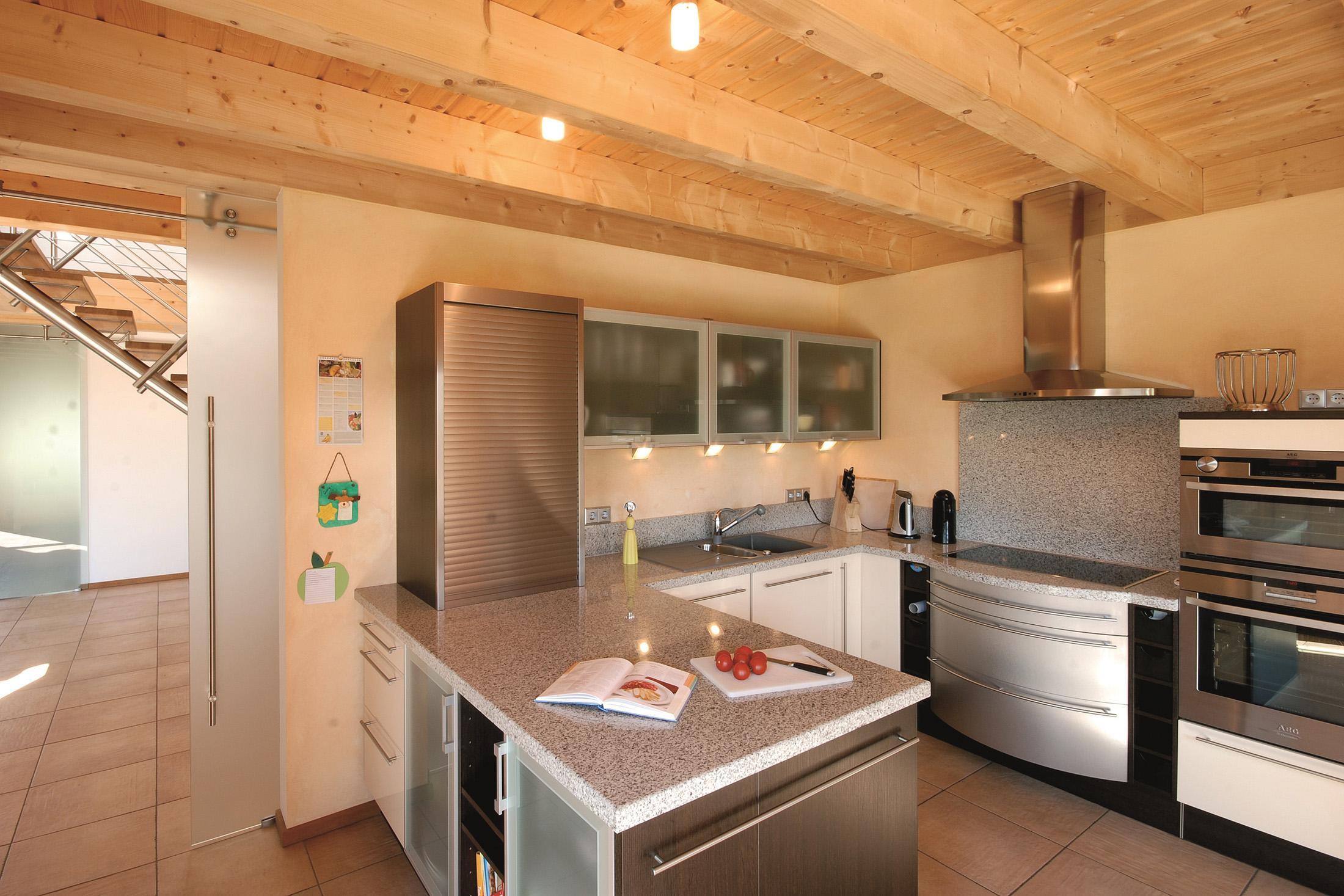 Küche Aus Edelstahl #Arbeitsplatte #Holzverkleidung