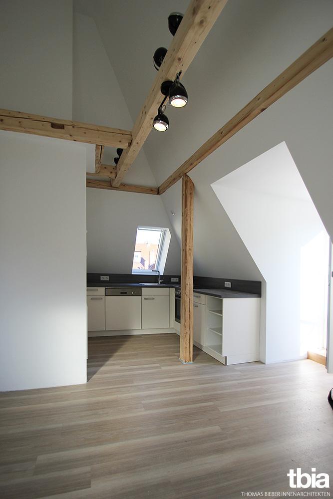 Küche #dachgeschosswohnung #dachgeschossausbau ©E. B...