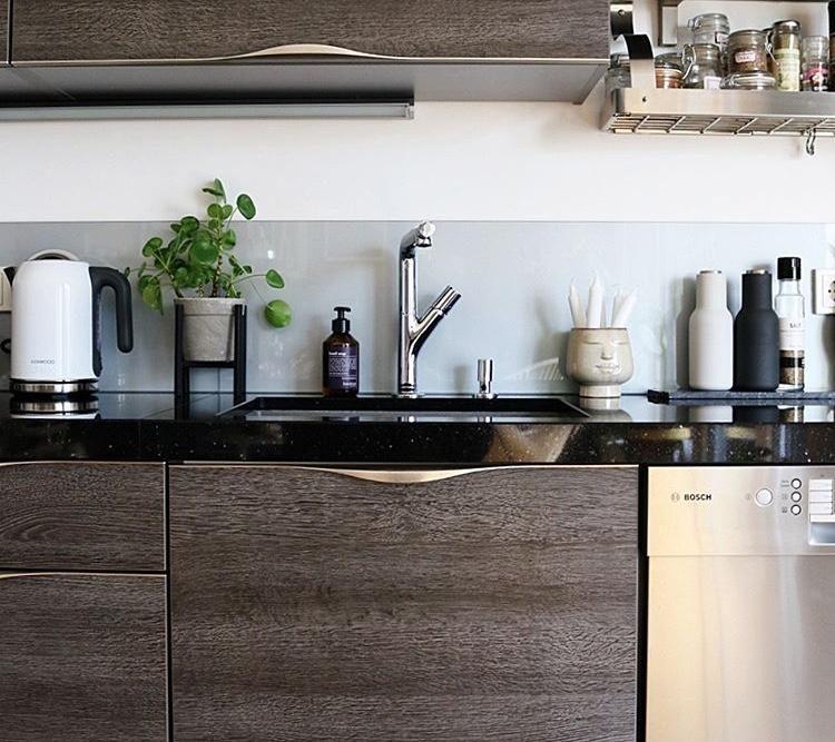 Elegant #küche #Grau #schwarz #hygge #couchstyle #couchliebt #blumen #pilea