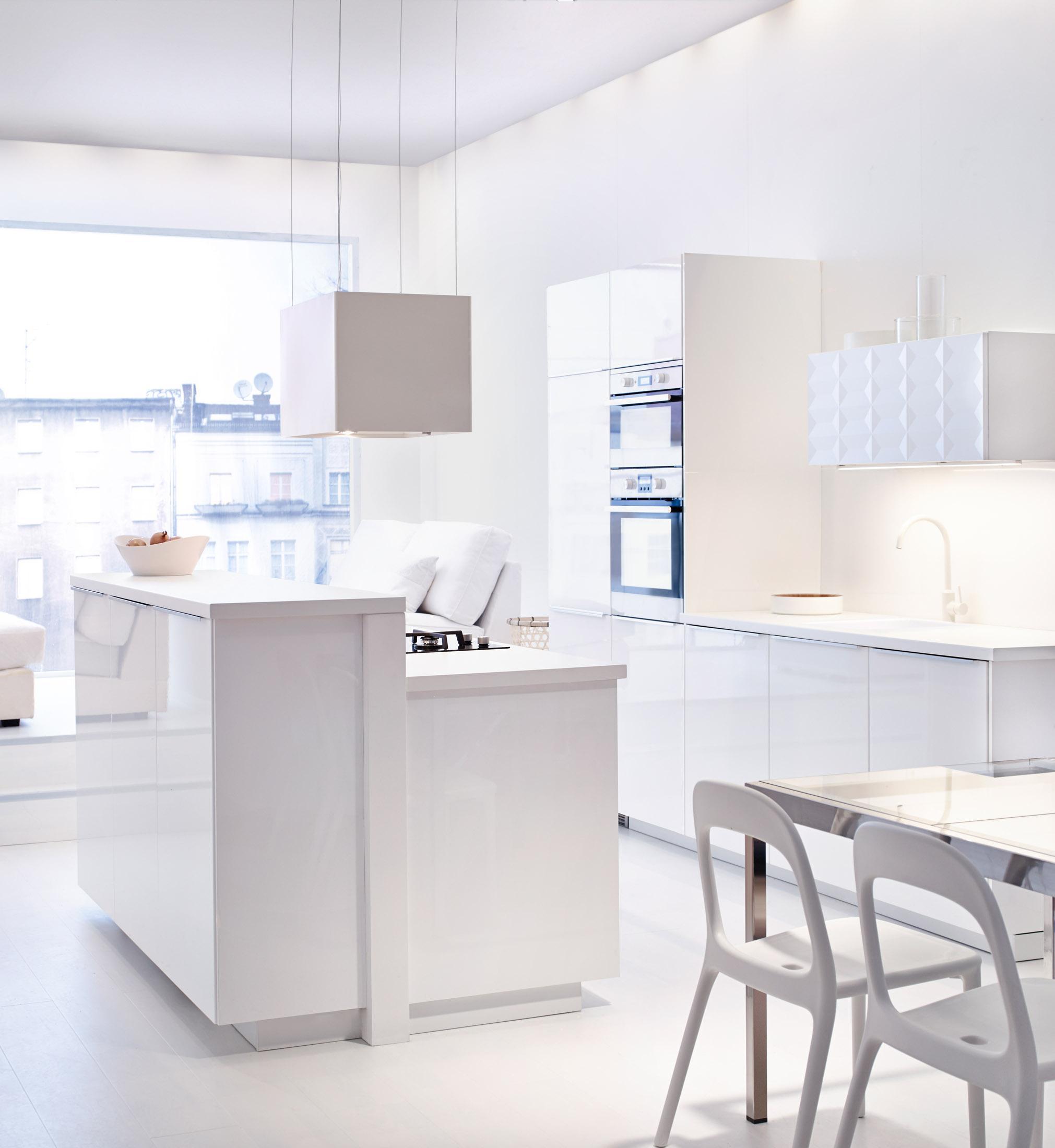 weiße küche im landhausstil einrichten | kitchens, ikea house and ...
