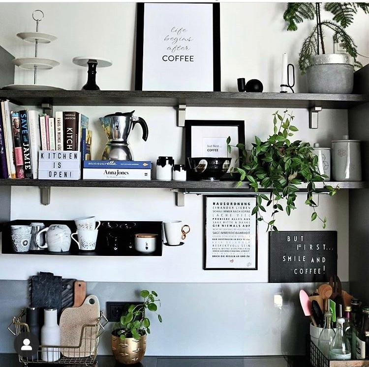 #Küche #Regal #interior #grau #scandi #mugs #becher #shelfie #küchendetails