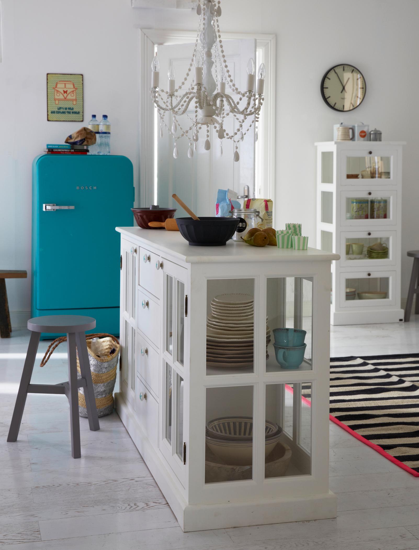 Küchenblock mit integrierter Vitrine #kronleuchter #...