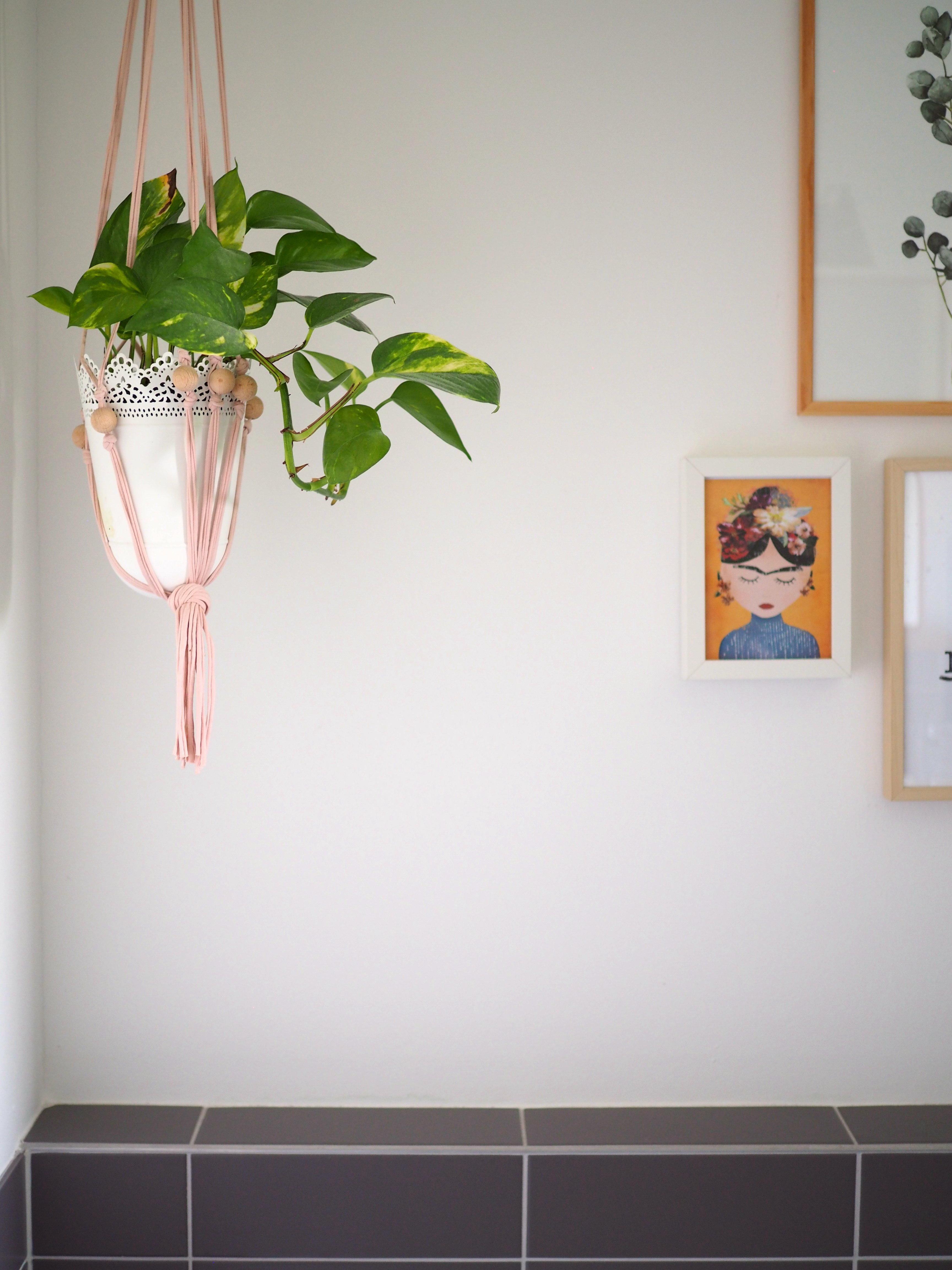 Kunst und #Pflanzen im #Bad #Badezimmer #makramee ....