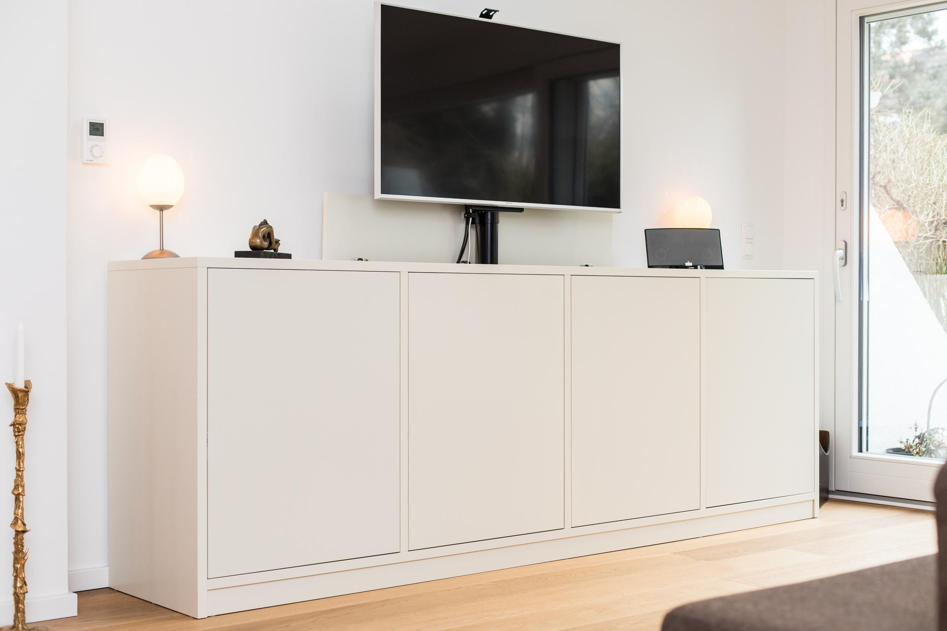 Sideboard Mit Tv Lift lackierte kommode mit integriertem tv-lift #kommode