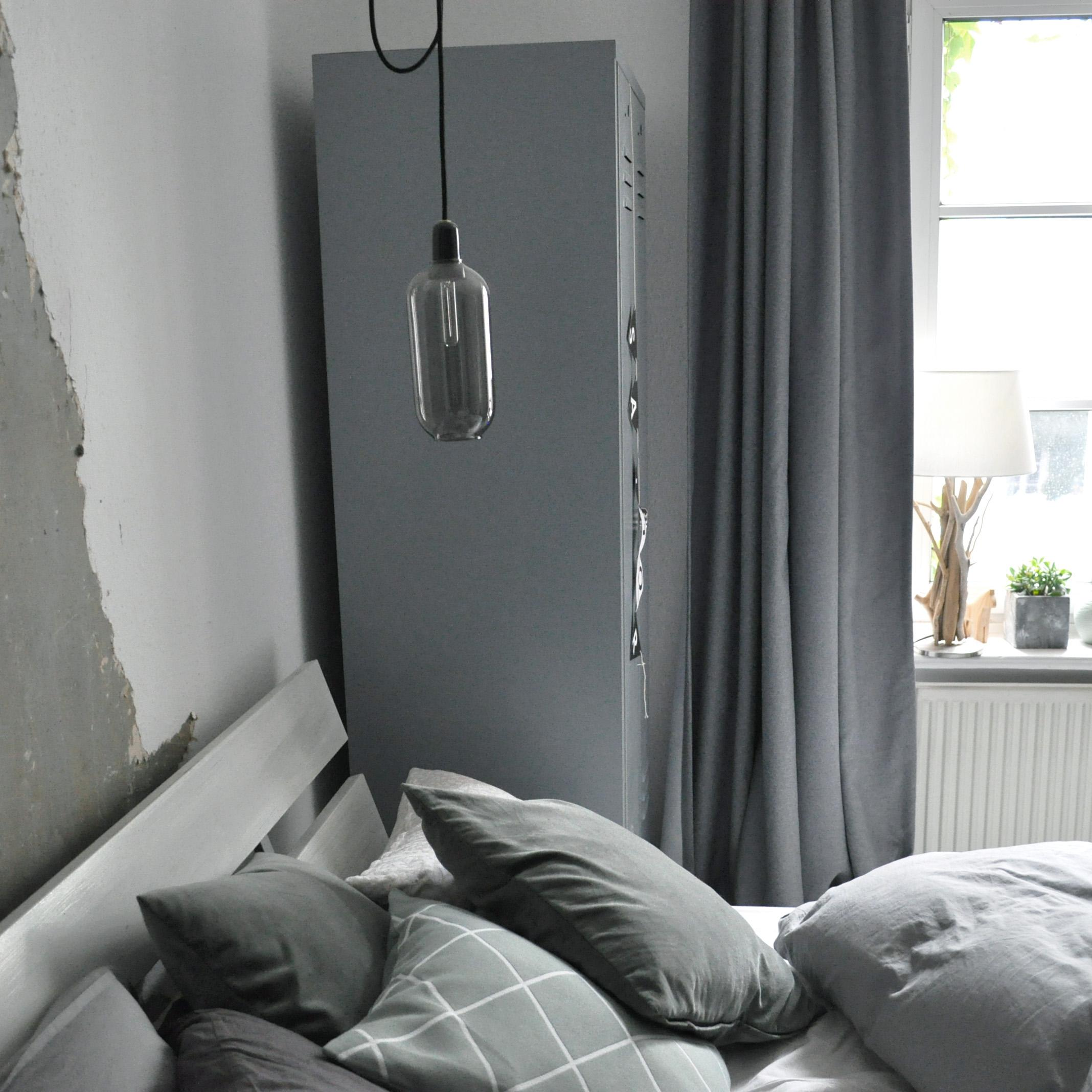#lampe #schlafzimmer #grau #bett #kissen