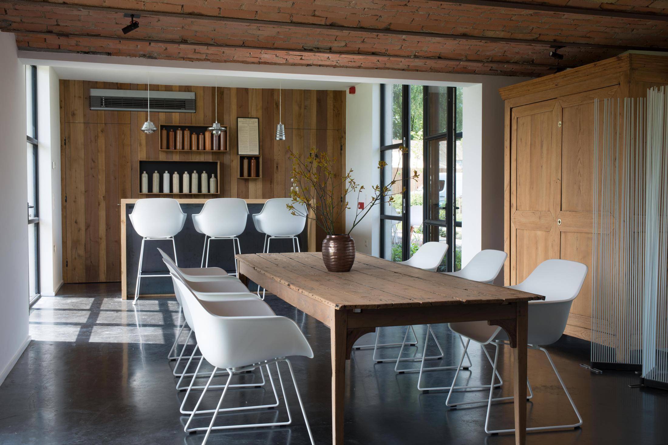 Holzdecke bilder ideen couchstyle for Schalenstuhl esszimmer