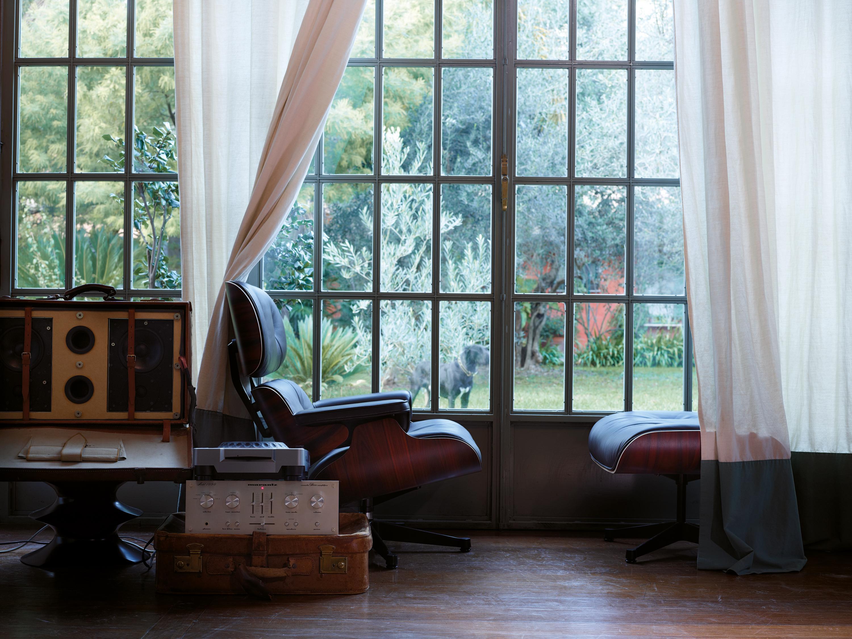 ledersessel und ottoman dielenboden eklektisch re. Black Bedroom Furniture Sets. Home Design Ideas