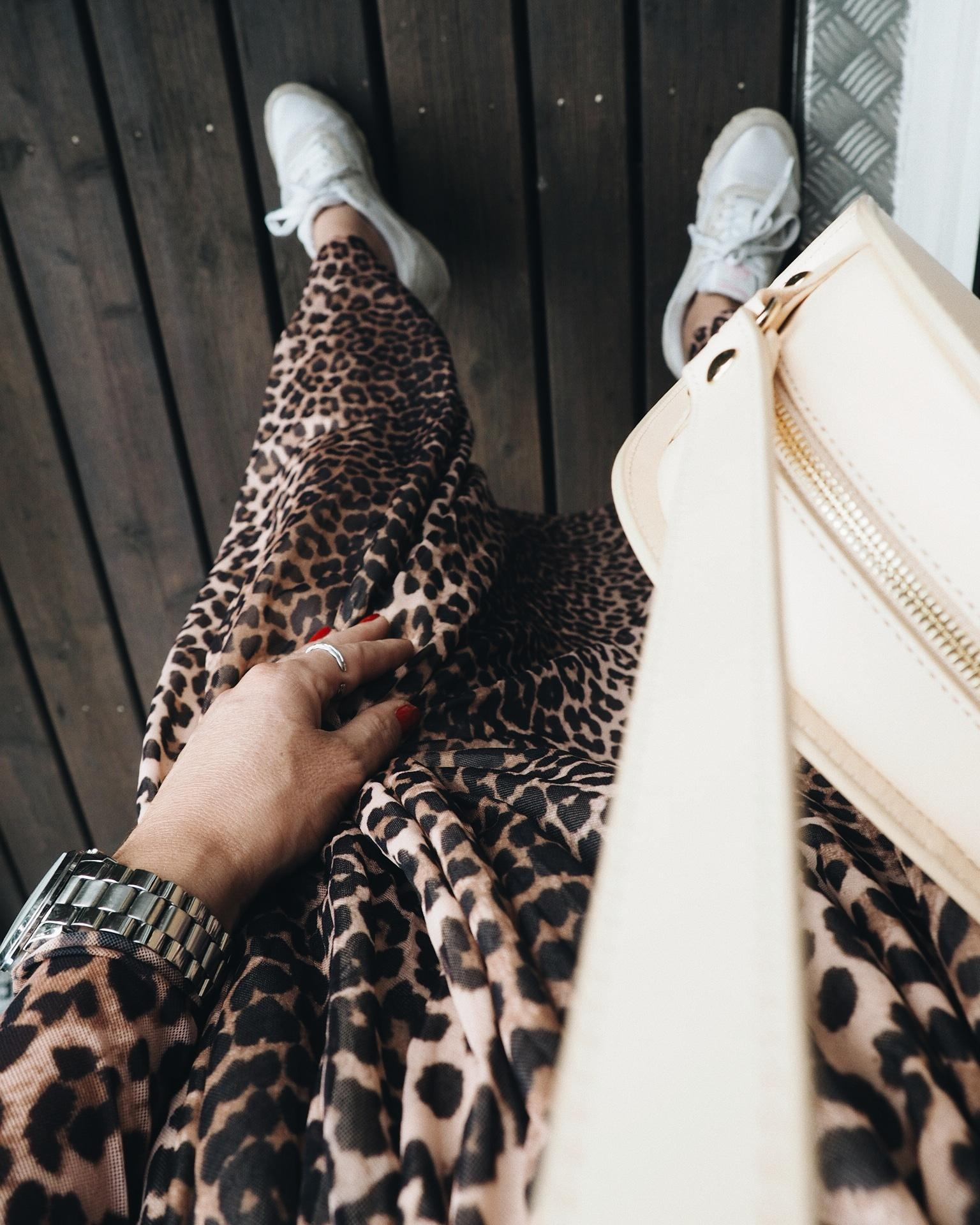 Leo Love 🐆 #leodress #dress #gannigirls #ganni #sneakers #fashion