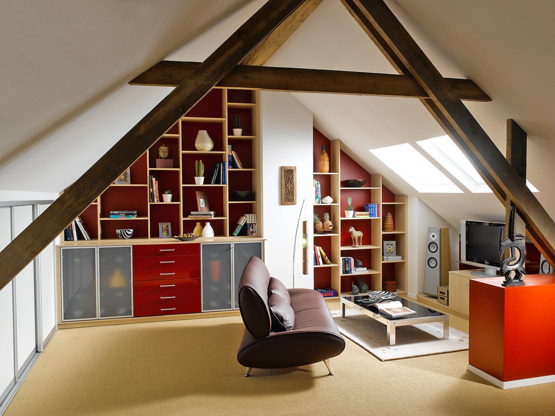 Lesezimmer Mit In Der Dachschrage Integrierten Buche