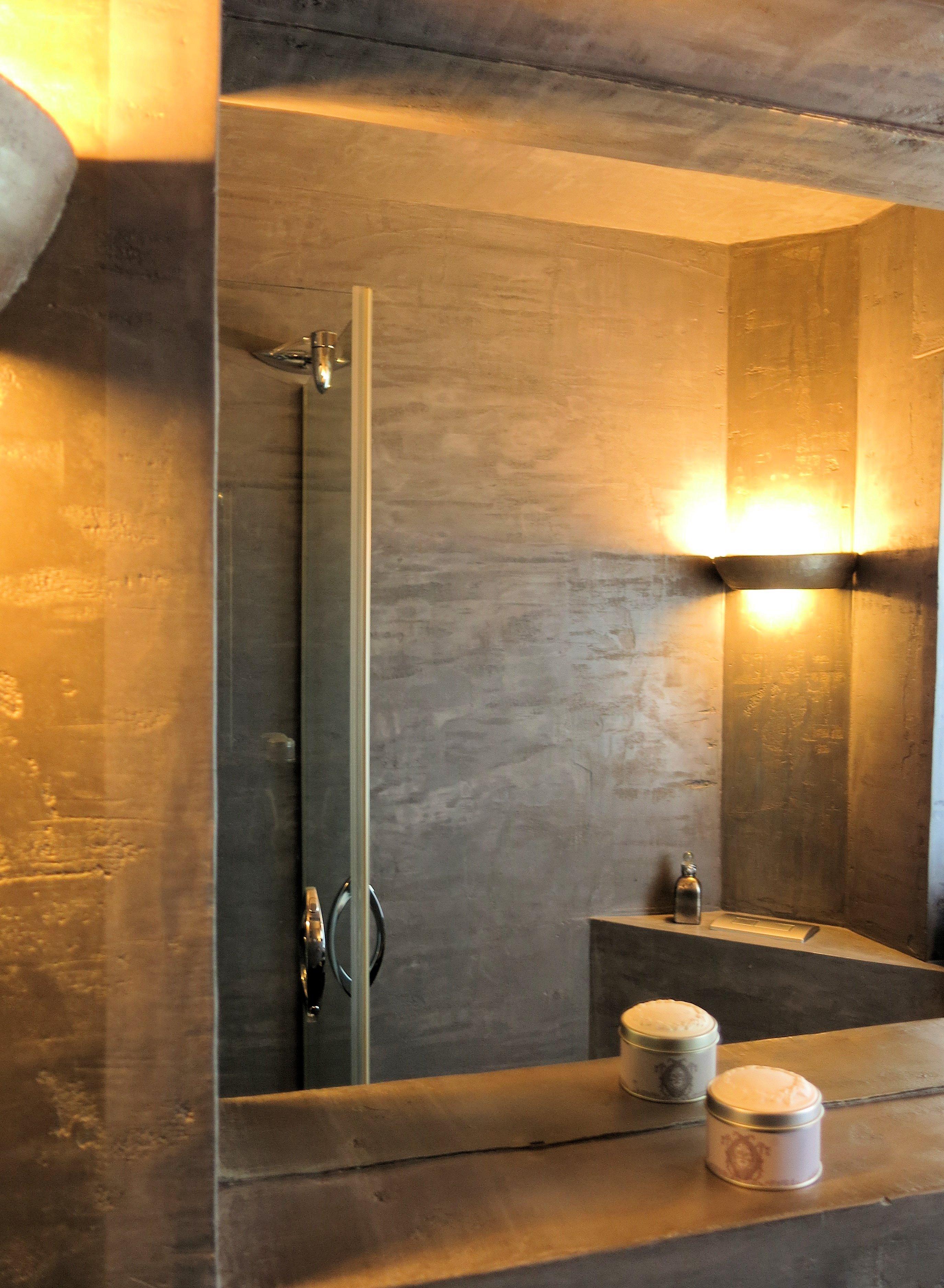 Affordable Lichtspiele Im Fugenlosen Badezimmer Wandspiegel Wandleuchte  With Dusche Ohne Fugen.