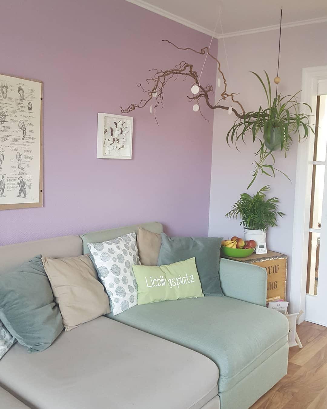 lieblingsplatz wohnzimmer couch colorful inneneinrichtung
