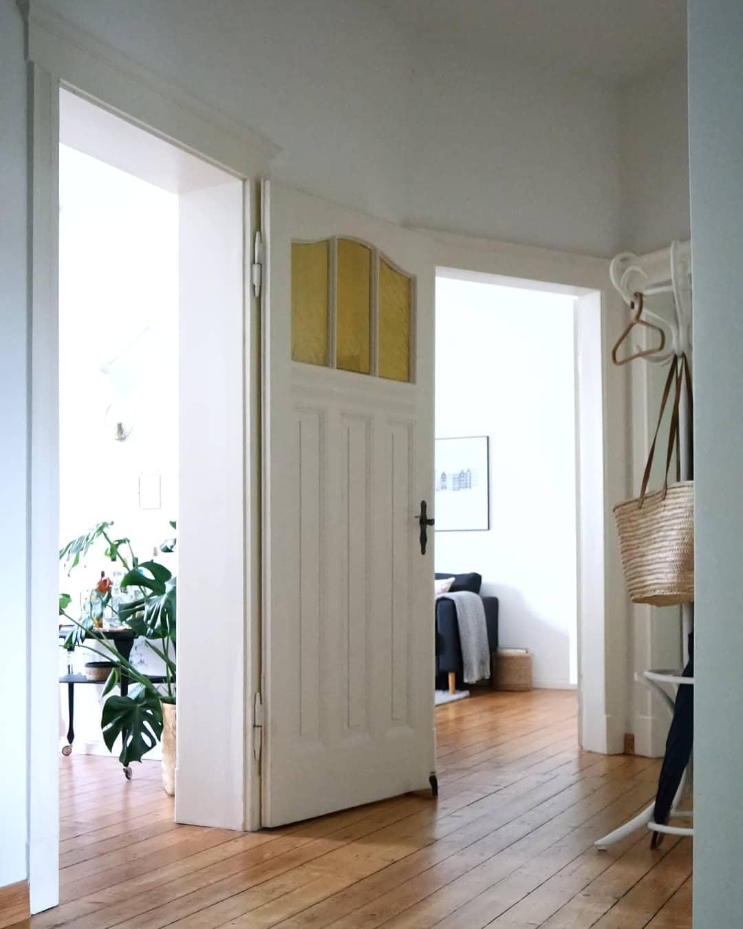 holztreppe bilder ideen couch. Black Bedroom Furniture Sets. Home Design Ideas