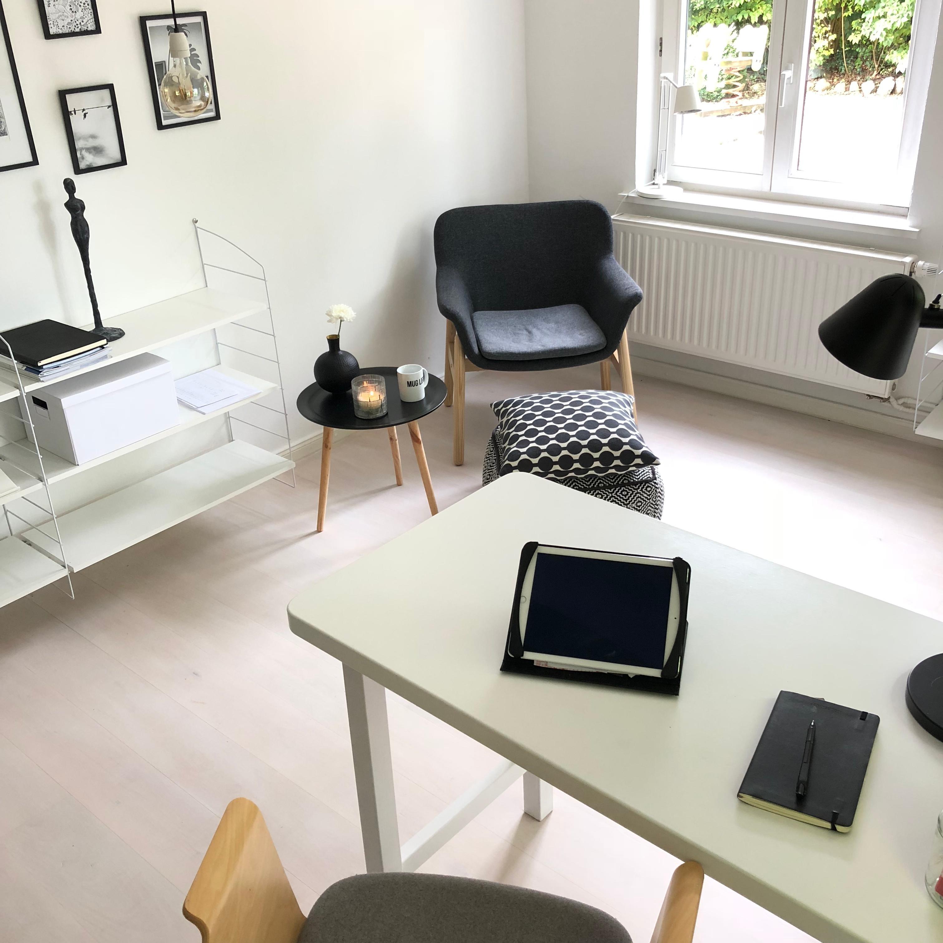 #livingchallenge #homeoffice #blackandwhite #monochrome #minimalistisch  #scandinavianstyle