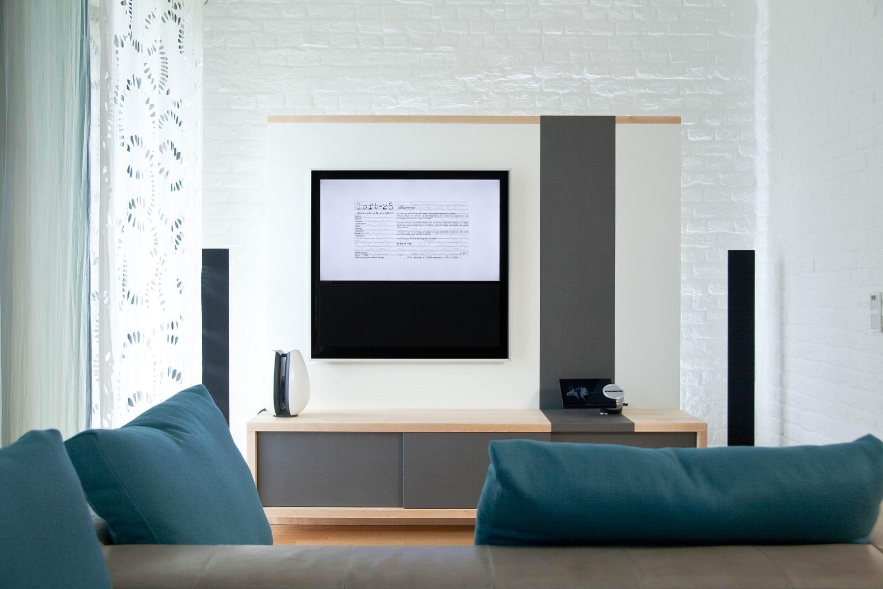 Loft 28 Wohnzimmer TV Wand #kissen #loft #tvmöbel #f...