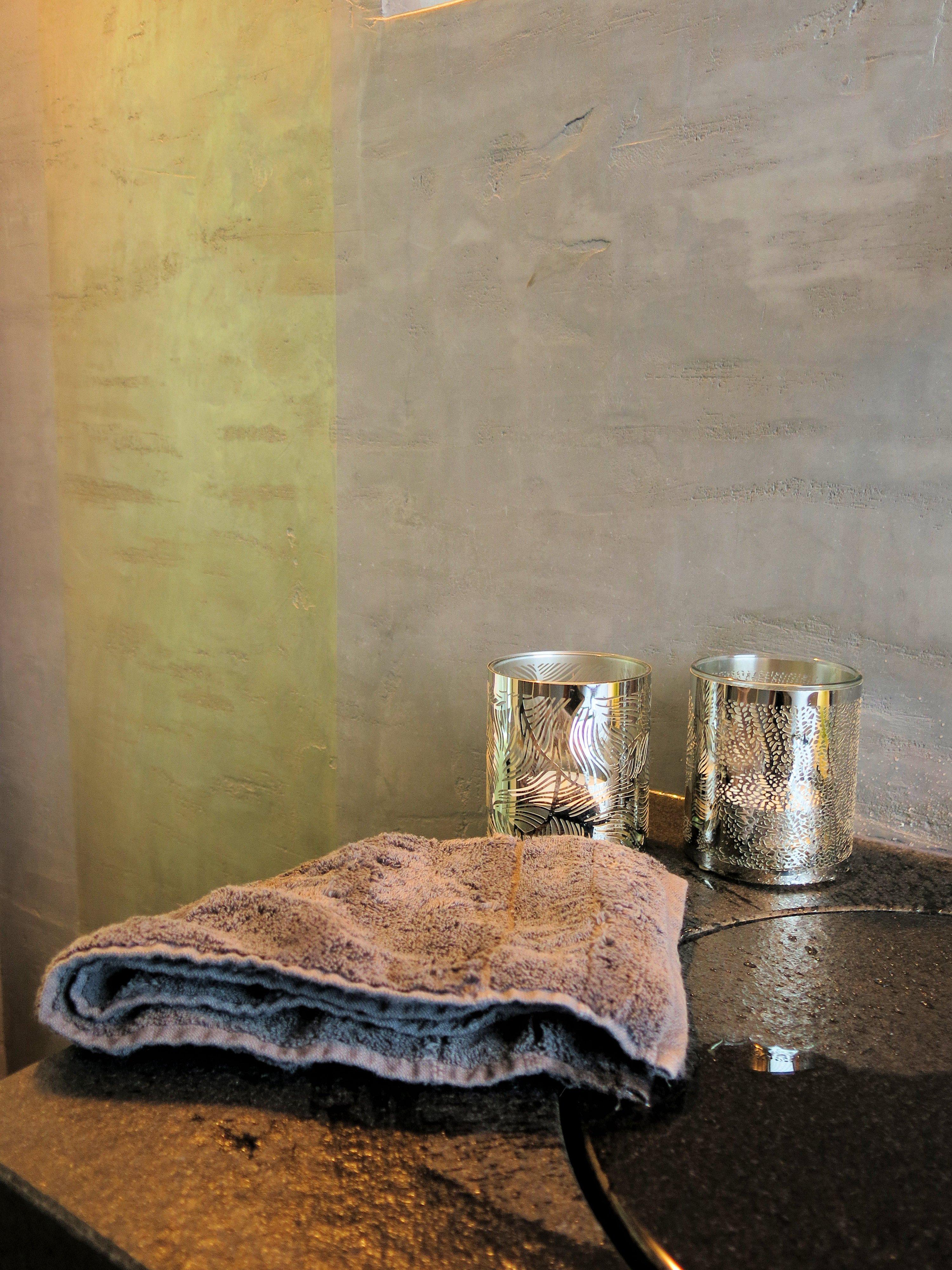 Luxus Badezimmer #grauewandgestaltung #luxusbadezimmer  ©www.wandmanufaktur.de