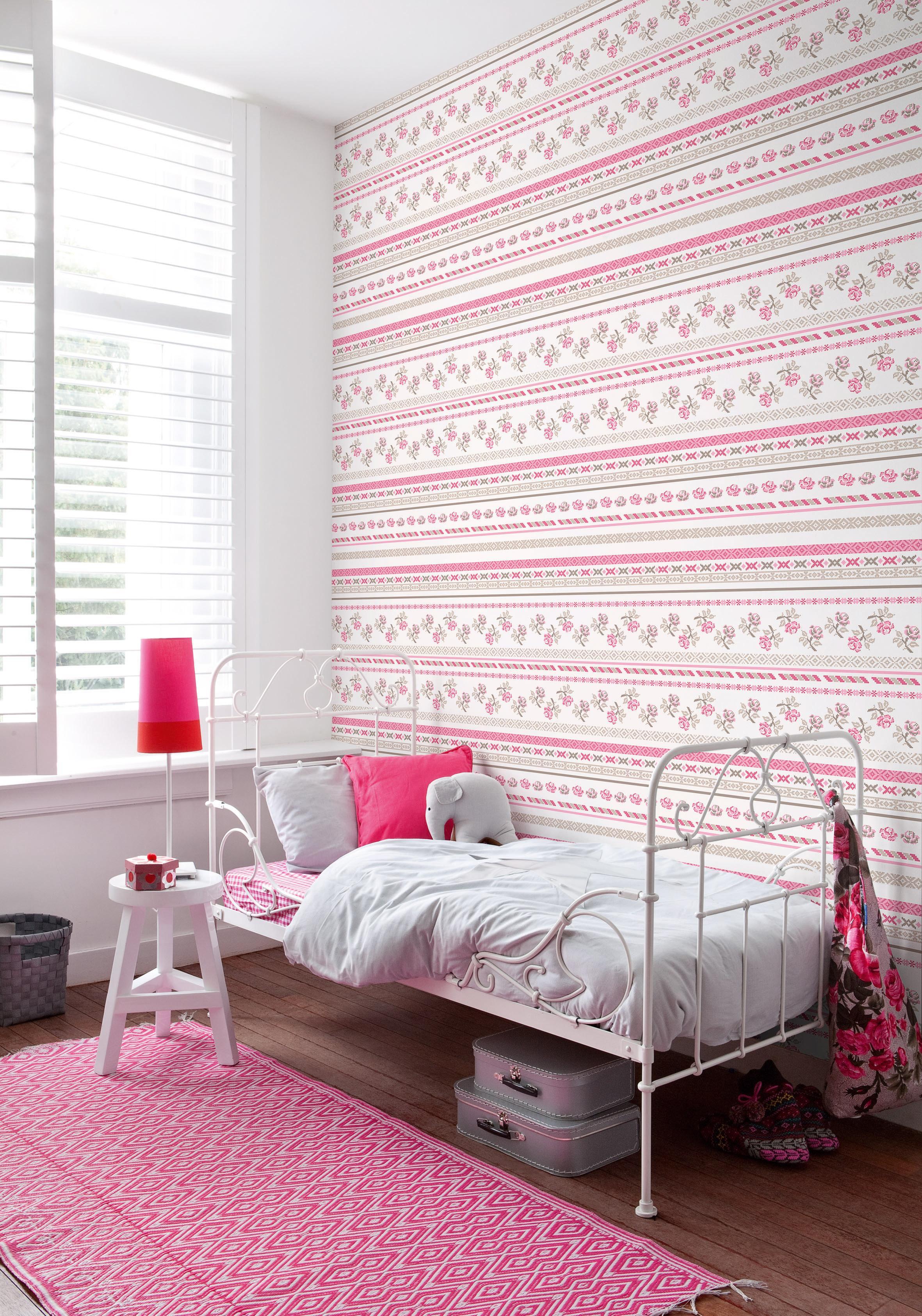 Mädchenzimmer in Rosa und Weiß #bett #teppich #muste...
