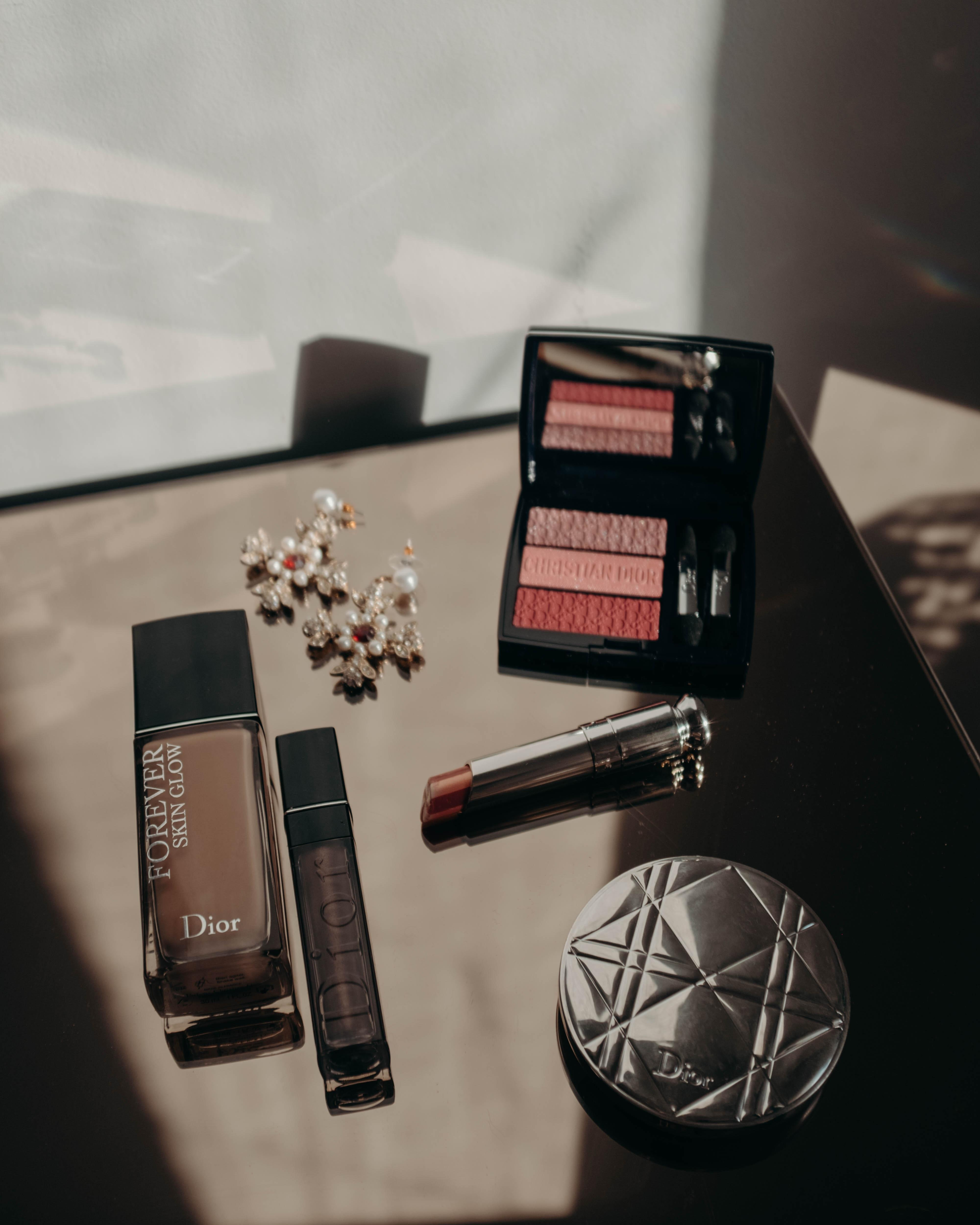Makeup routine auf meiner Glaskommode von #made #glasstable  #dior #makeup #beauty