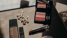Makeup routine auf meiner glaskommode von made glasstable dior makeup beauty  dfb2db19 f8d5 49e8 b978 bc3c225da682