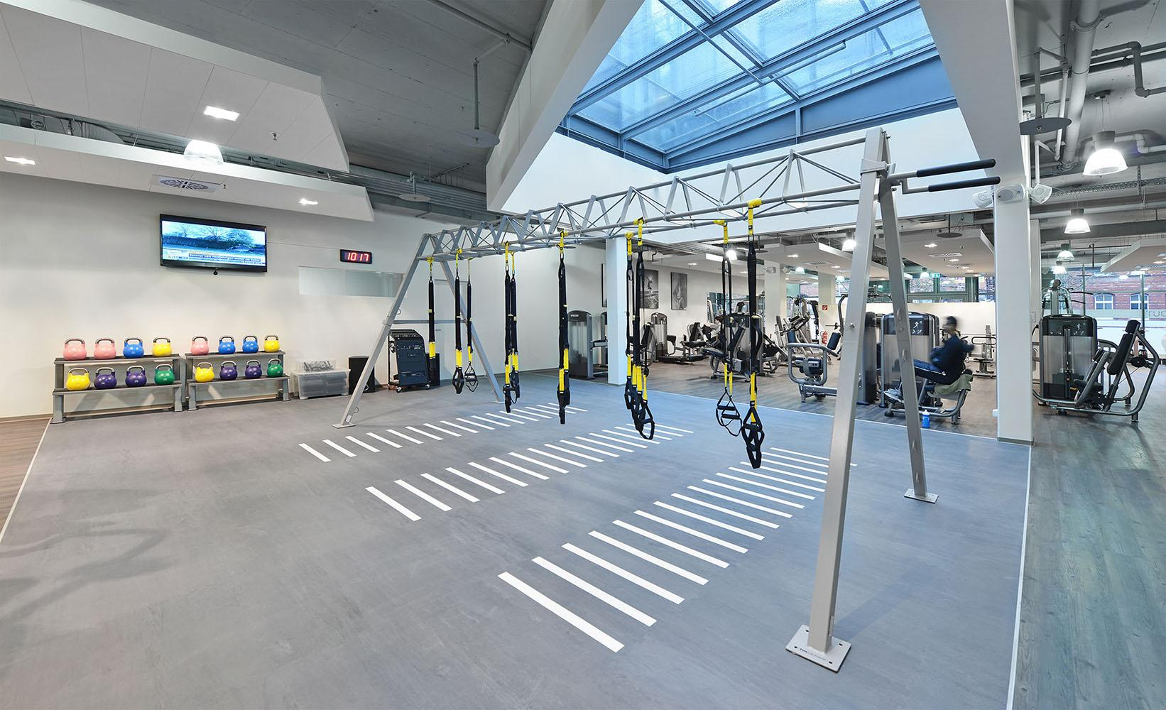 MAP Sports Club TRX #oberlicht #fitnessraum ©SYRA_Schoyerer Architekten BDA