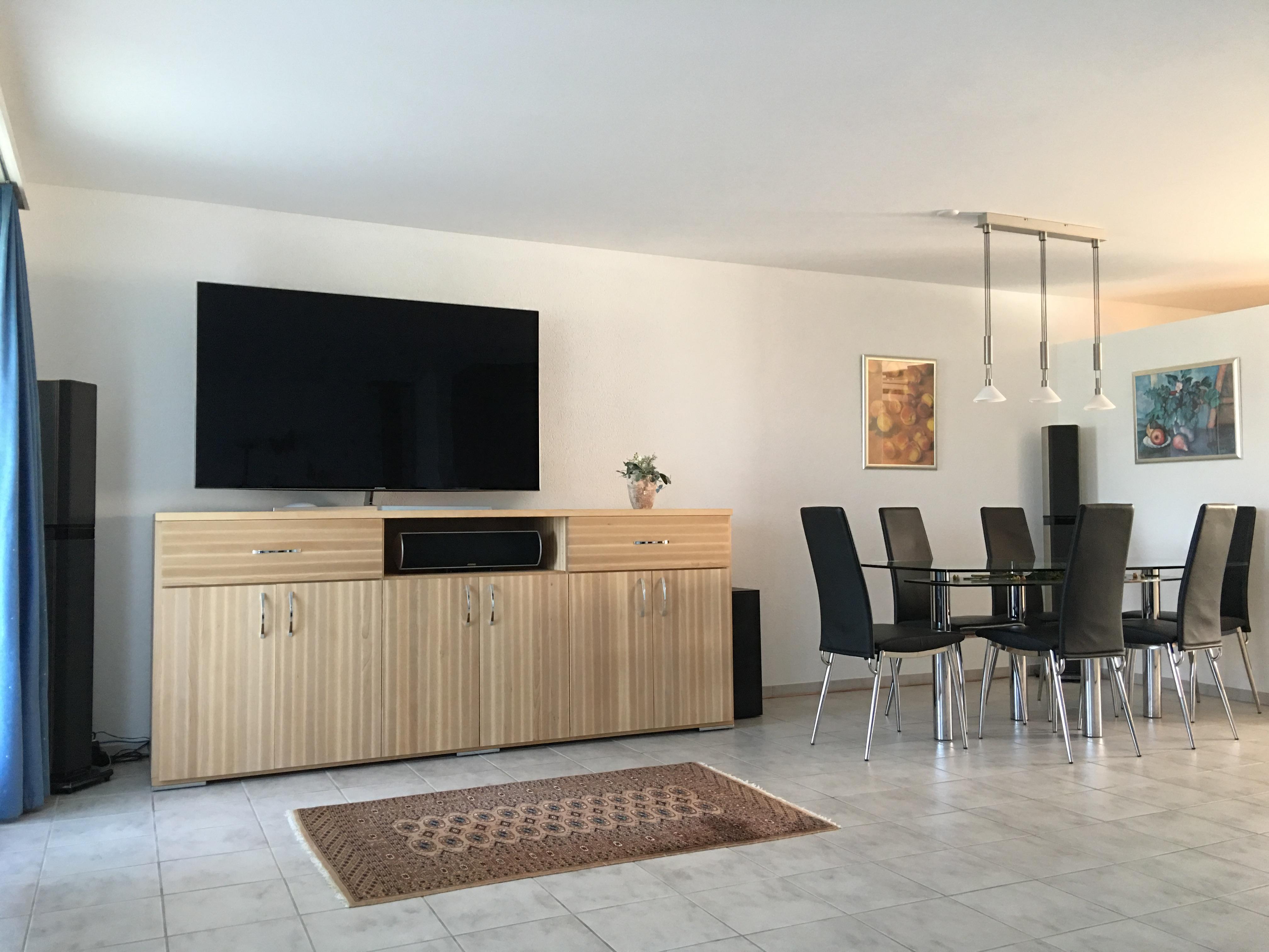 massive kommode f r das wohnzimmer kommode sideboa. Black Bedroom Furniture Sets. Home Design Ideas