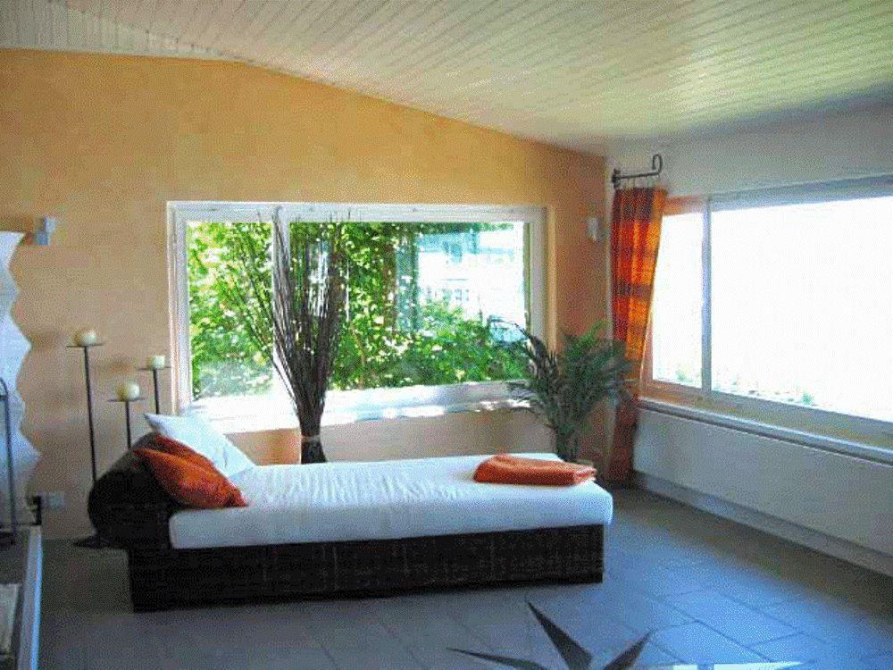 Mediterane Relaxecke Nach Der Umgestaltung #wohnzimmer #kerzenständer  #mediterranerstil #terracottafliesen ©Possibilities