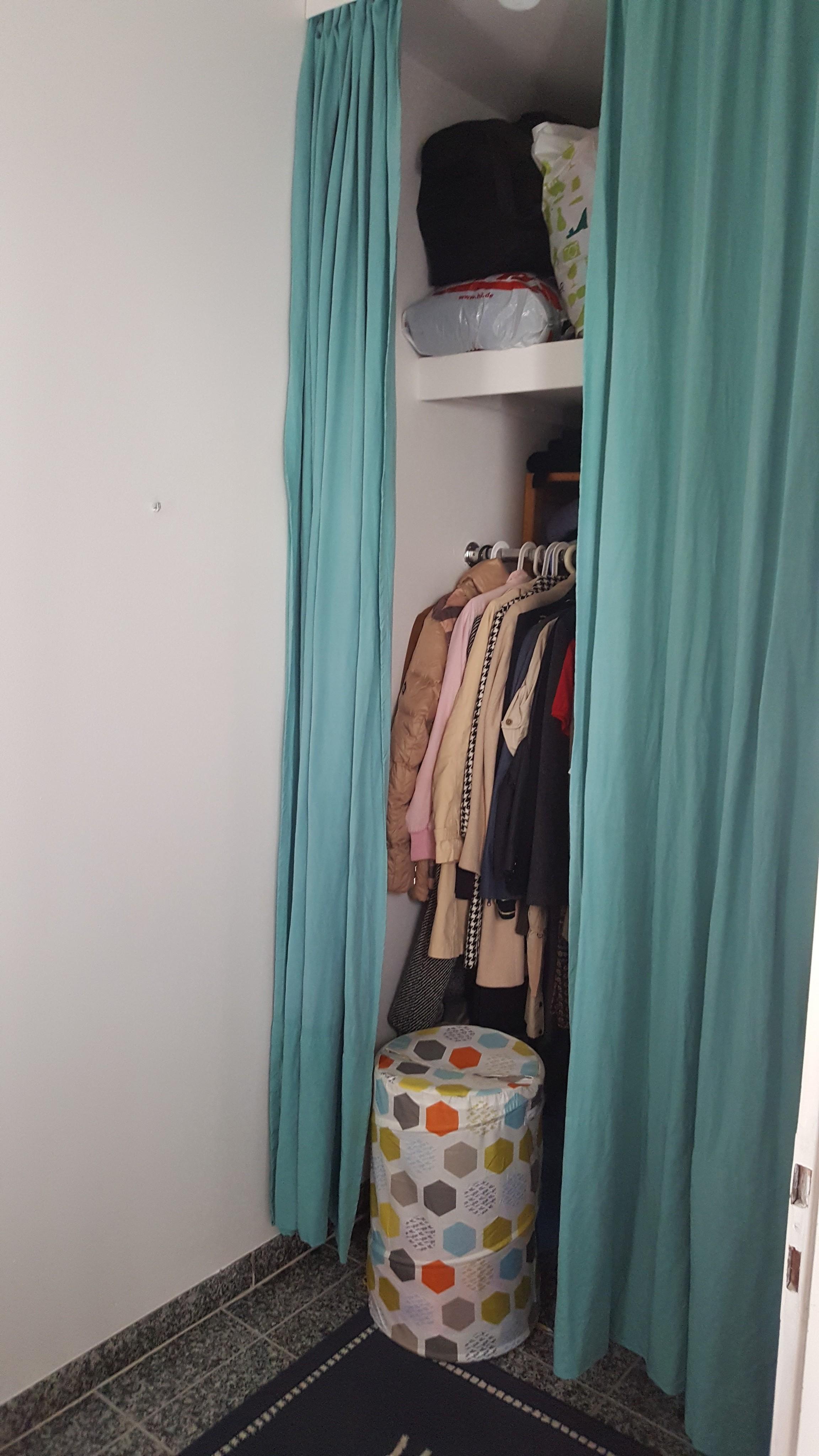 Begehbarer kleiderschrank größe  Mein begehbarer #kleiderschrank ist überschaubar hat...