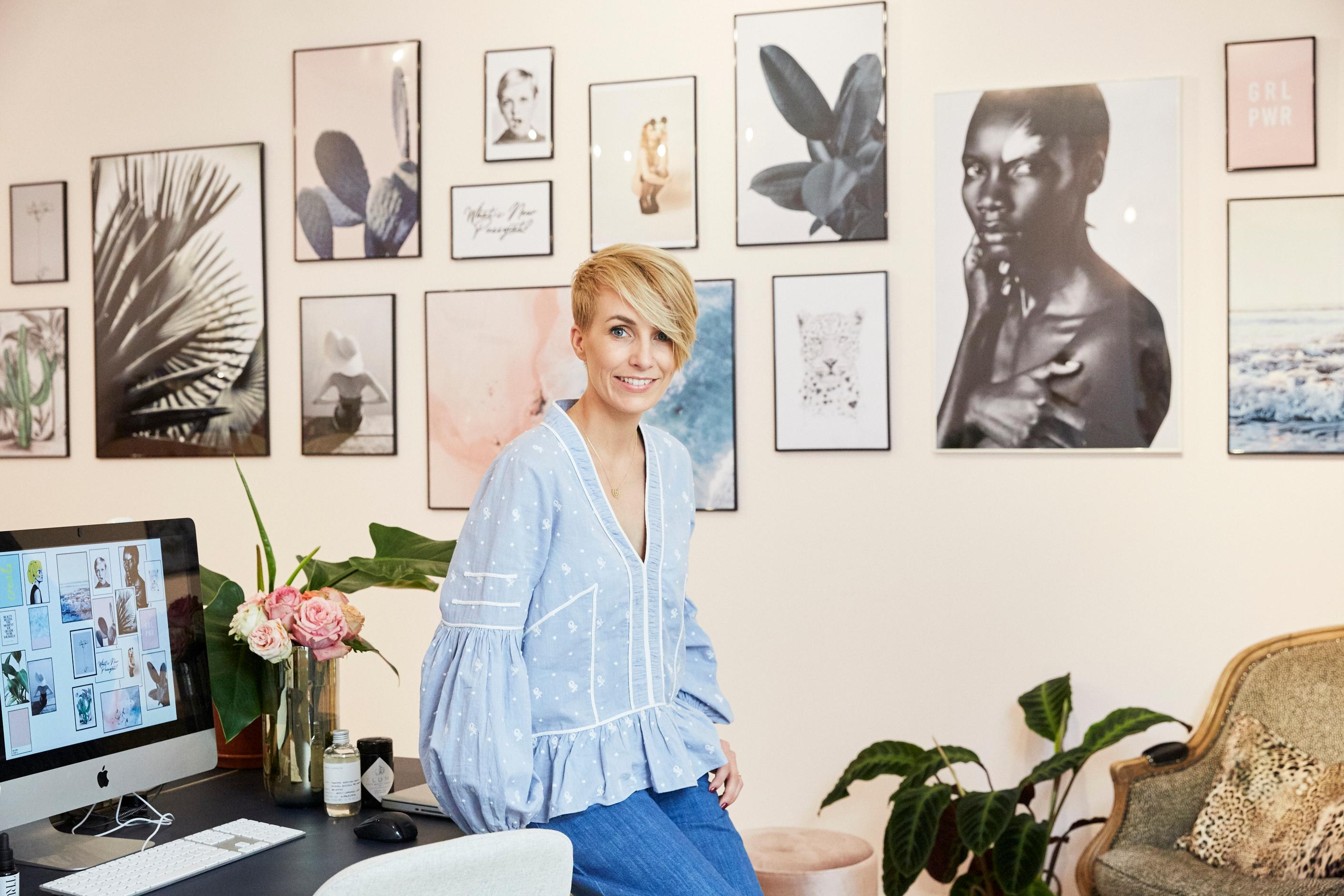 Mein #jacksbeautydepartment #office mit einer Bilderwand von #juniqe . Styling by #aprilfirst