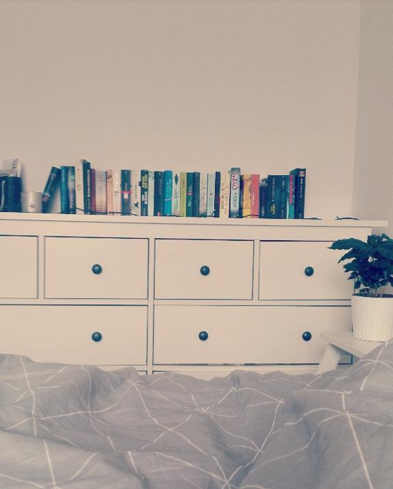 Meine Lieblingsbücher Im Schlafzimmer. Ich Suche Noch Nach Einer Tollen Idee  Für Ein Bücherregal,