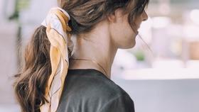 Meine liebste frisur fuer den sommer einfach ein haarband um den zopf wickeln sieht toll mit beachwaves aus  18014a7b 4ff9 4928 a0cf eea23763f81e