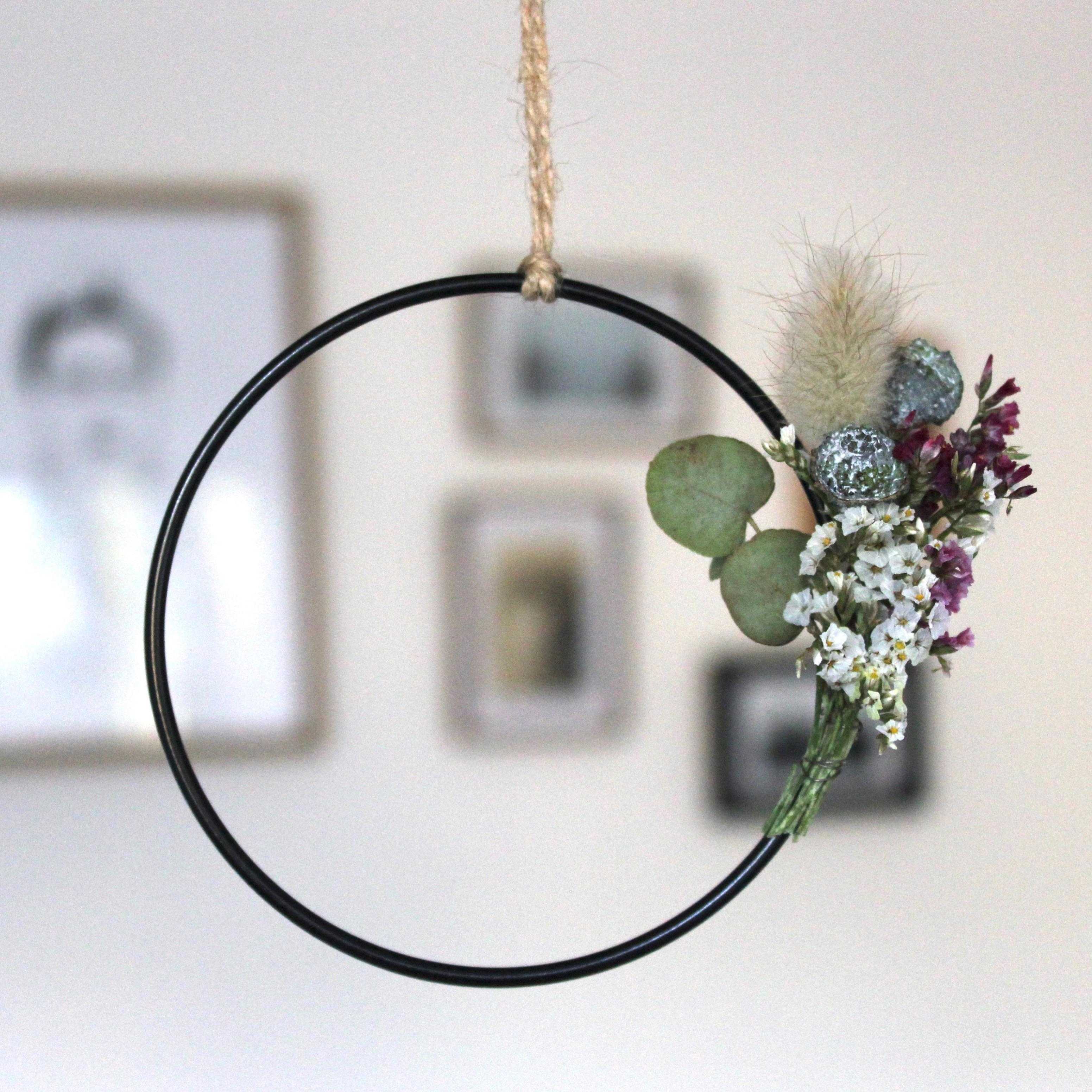 Mini hoop with a mini bouquet blumenreifen handmade diydecor couchliebt trockenblumen blumenliebe homedecor  03394842 fccd 4f64 8ef5 bfb85f15378e