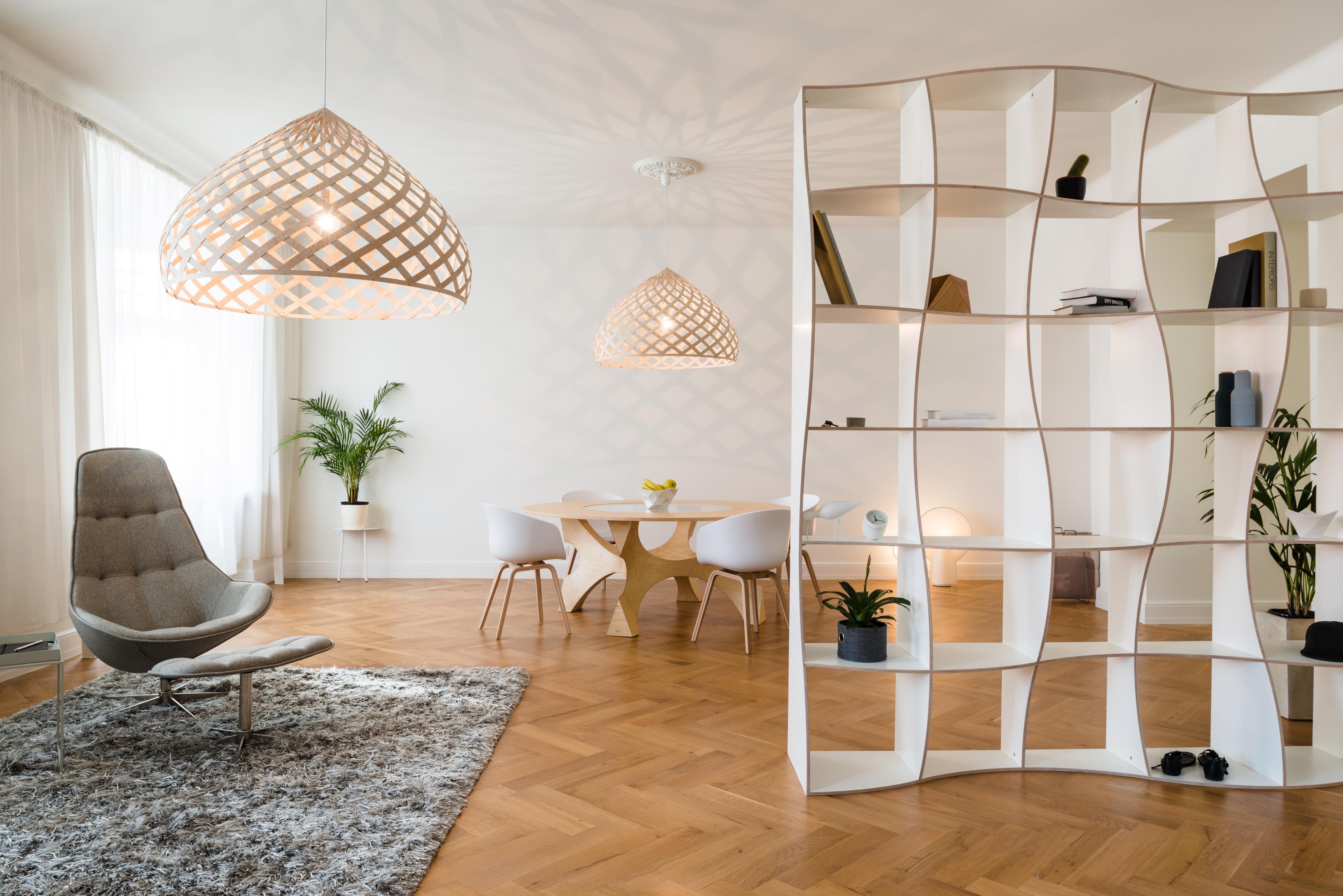 Minimalistisches Wohnzimmer Mit Raumtrenner Rega