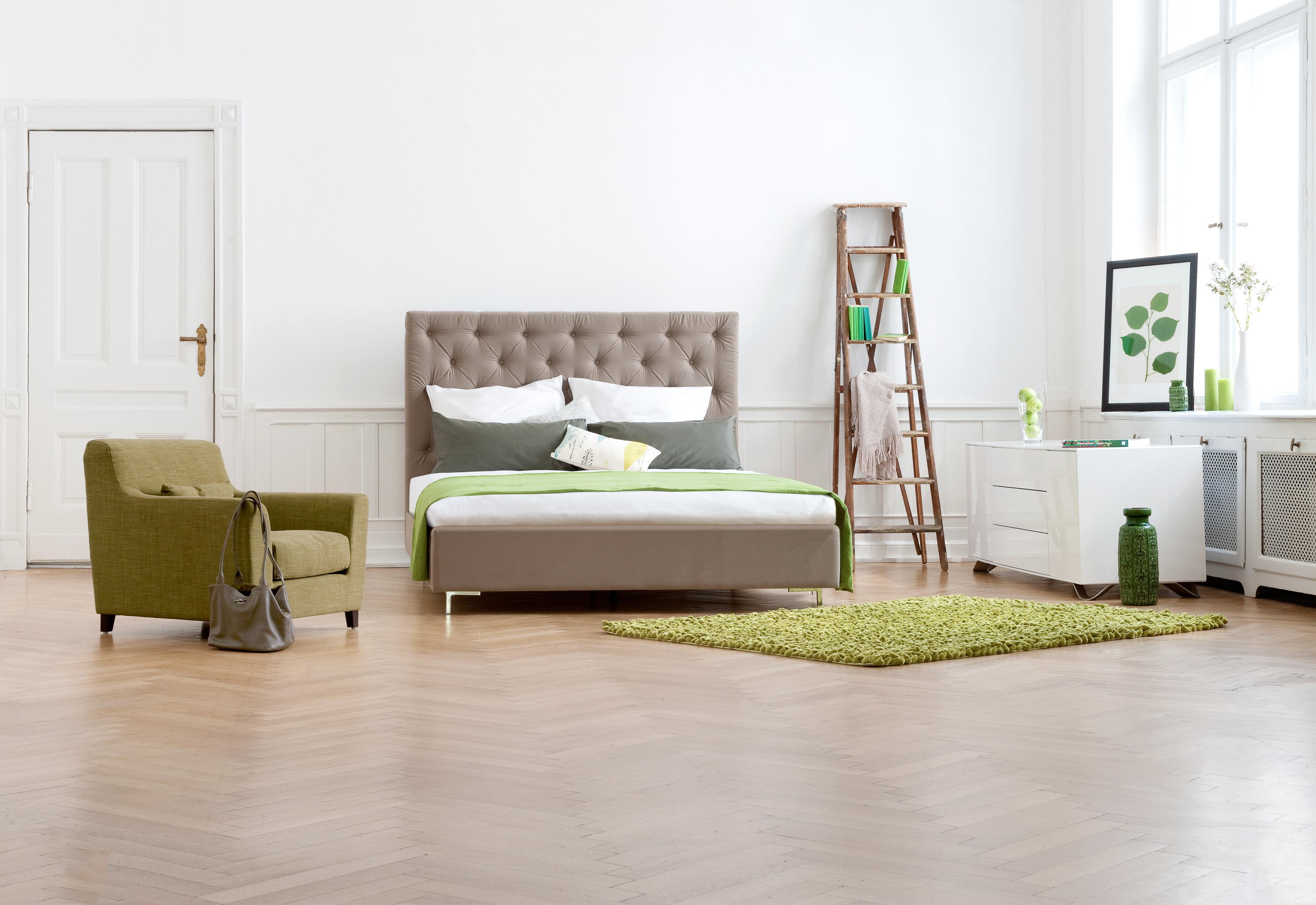 Mit Grüner Deko Das Schlafzimmer Verschönern #bett #, Schlafzimmer