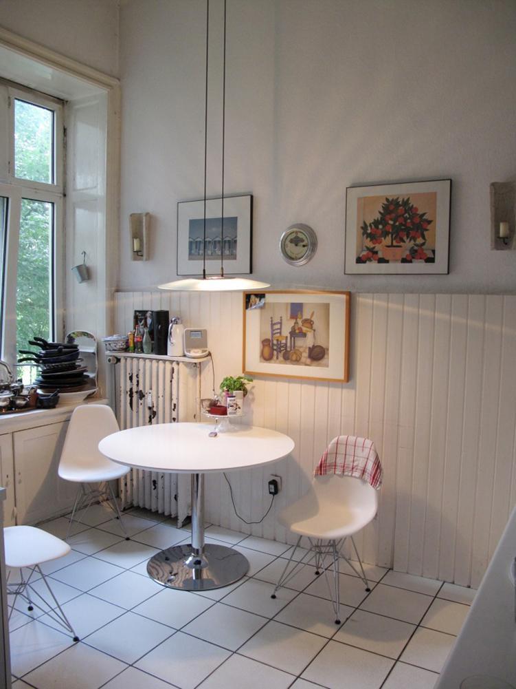 Moderne Essecke #esstisch #wandgestaltung #pendelleuchte #runderesstisch  #tisch #rundertisch ©scout