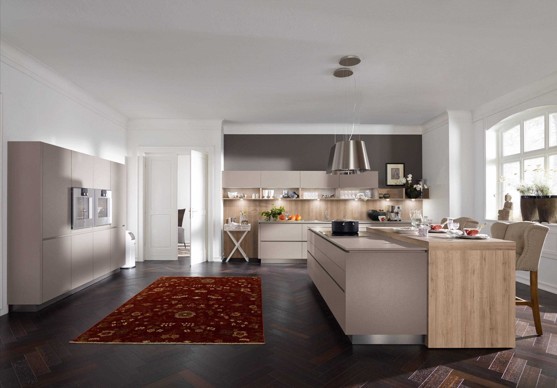 Moderne Küche: Schlicht Und Praktisch #teppich #pendelleuchte  #fischgrätparkett ©Alno
