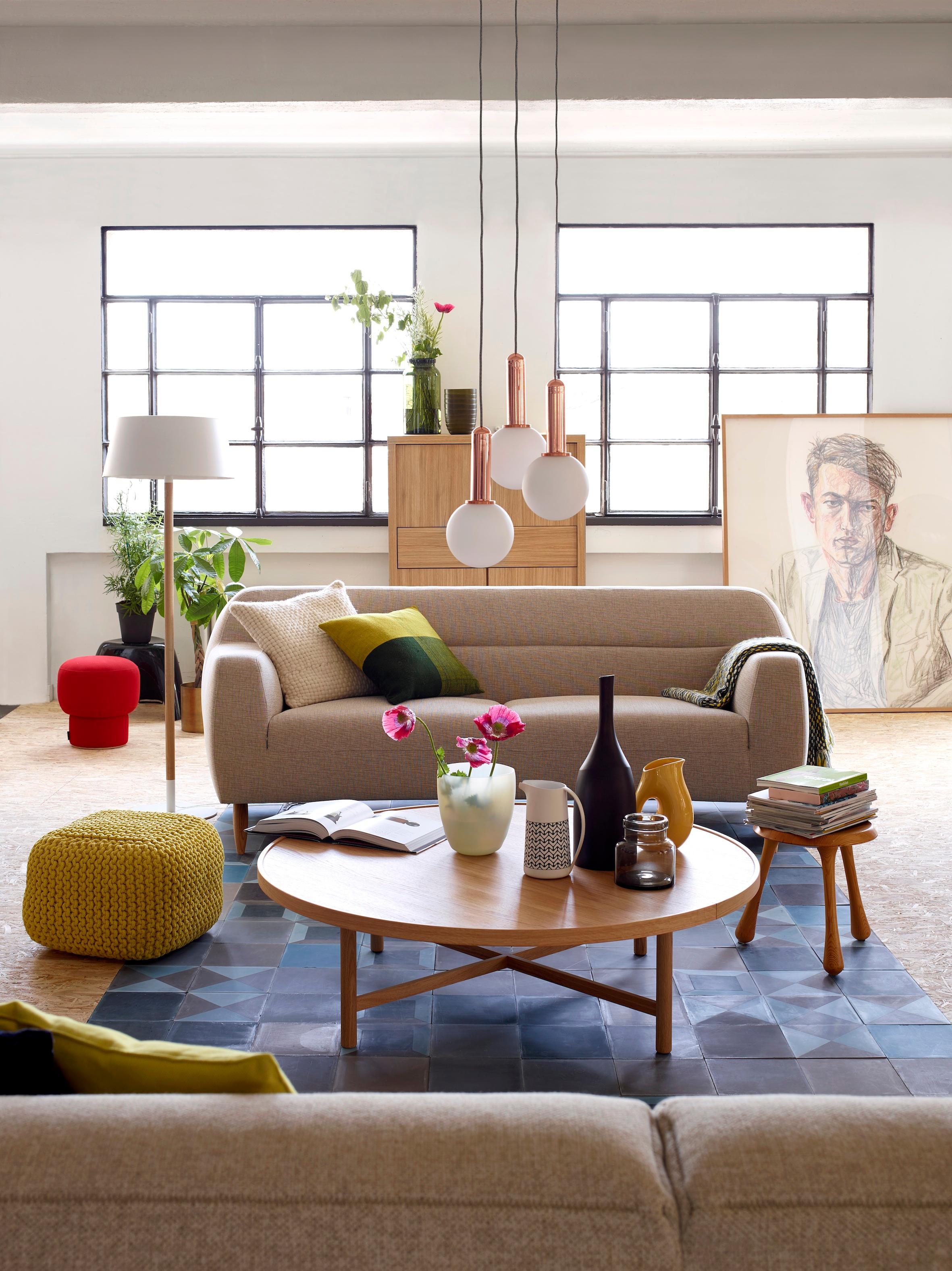 Moderne Sitzgruppe Im Wohnzimmer #wohnzimmer #sofa #rundercouchtisch  #zimmergestaltung ©Habitat