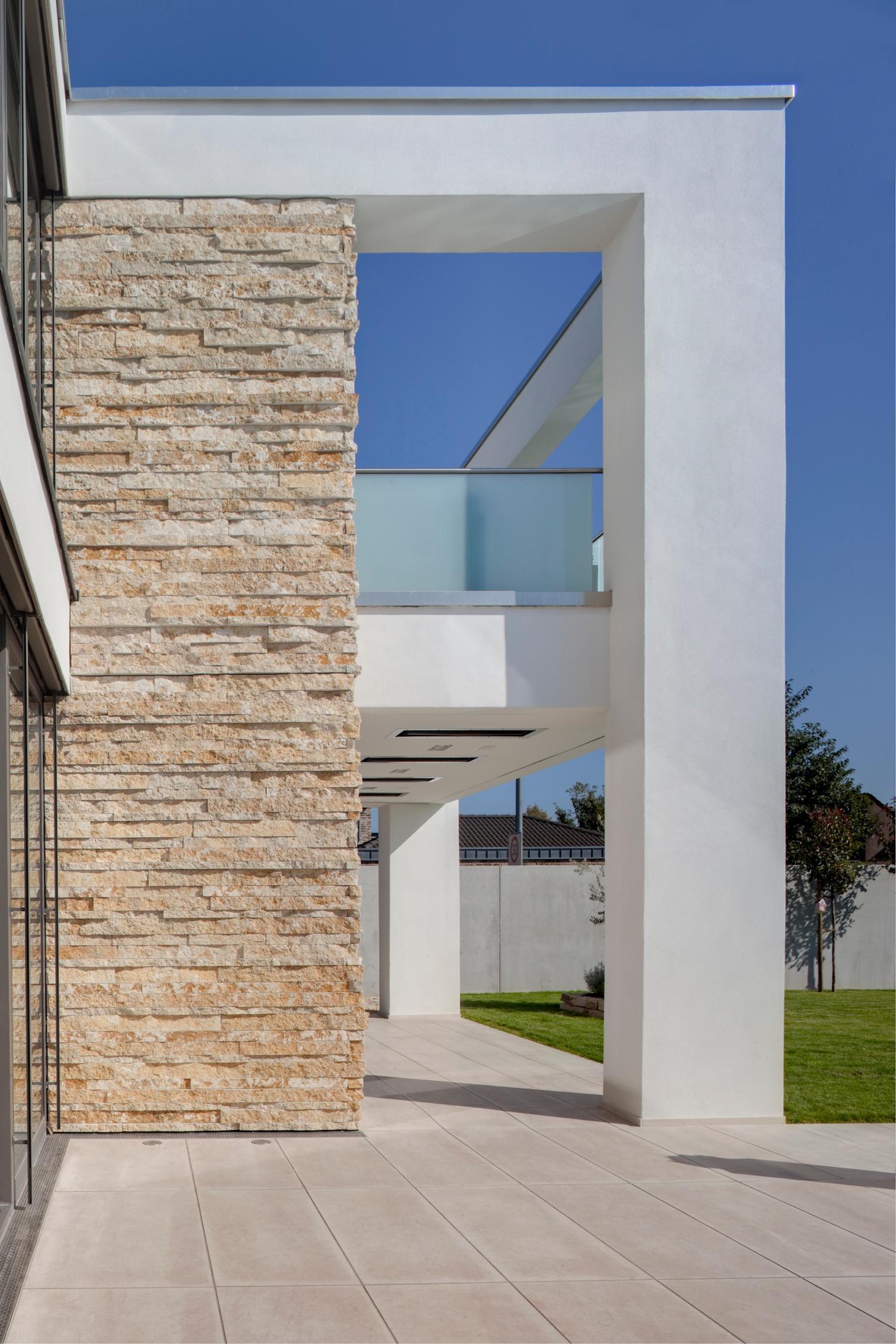 Moderne Villa Im Mediterranen Stil Pool Bauhaussti