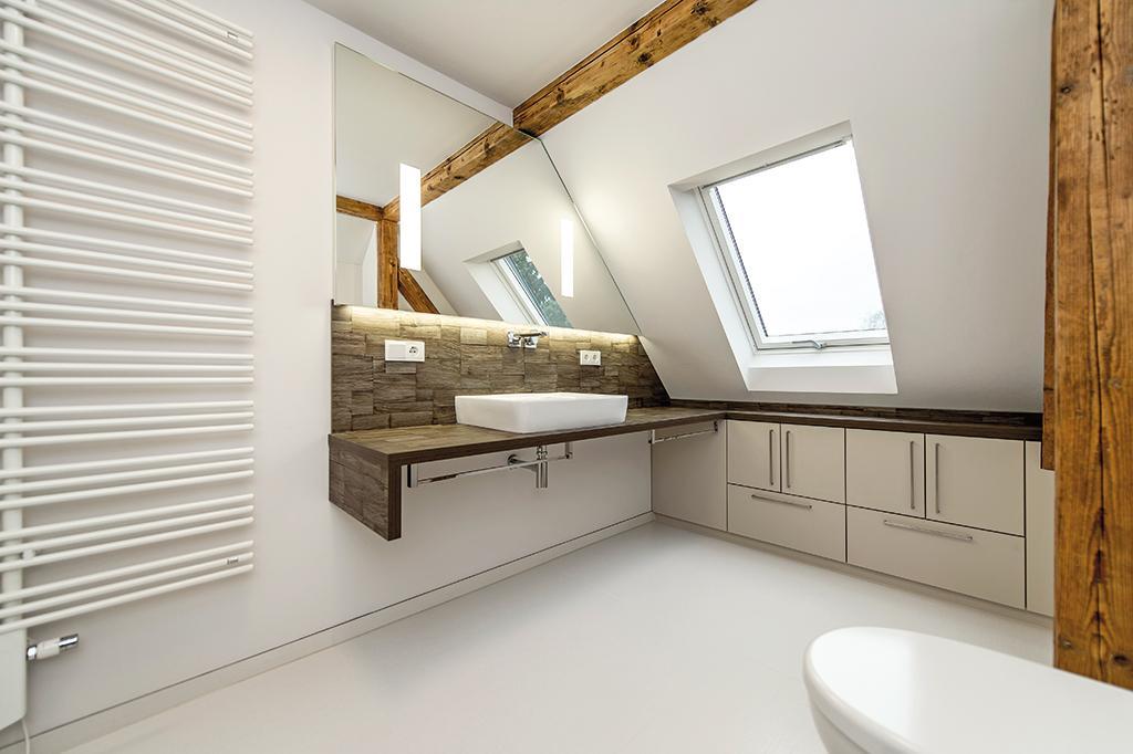 Modernes Bad unterm Dach #badezimmer ©Geilert GmbH /...