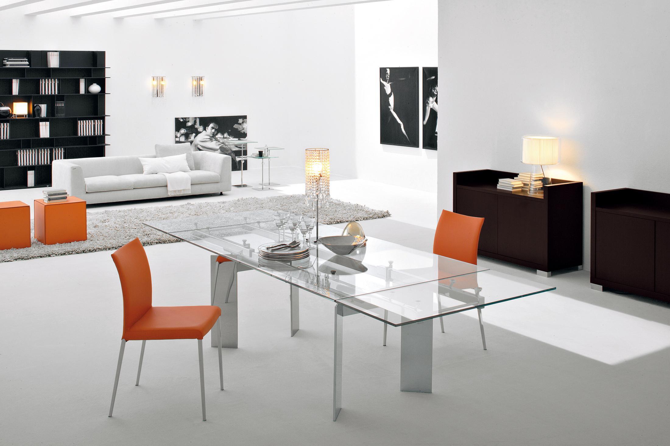 Modernes Esszimmer Mit Glastisch #hocker #esstisch #glastisch #sideboard  #sofa ©Cattelan
