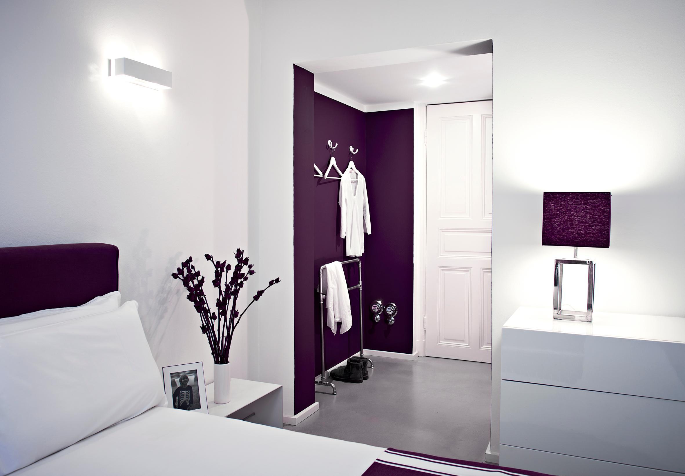 Modernes schlafzimmer lila  Lila Wandfarbe • Bilder & Ideen • COUCHstyle
