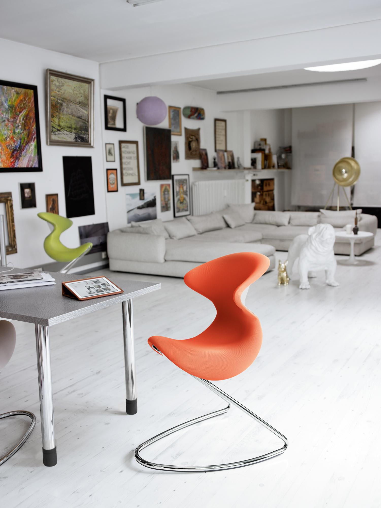 Modernes Wohnzimmer Für Hundeliebhaber #bürostuhl #zimmergestaltung ©aeris  GmbH, Fotograf: Thomas Jape