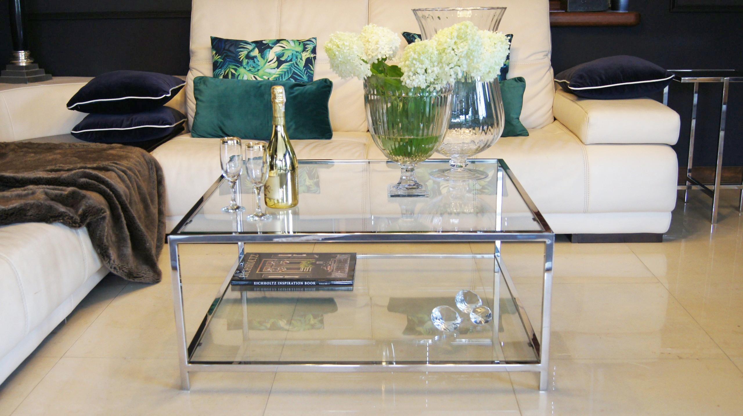 m bel aus metall edelstahl poliert und glas nach. Black Bedroom Furniture Sets. Home Design Ideas