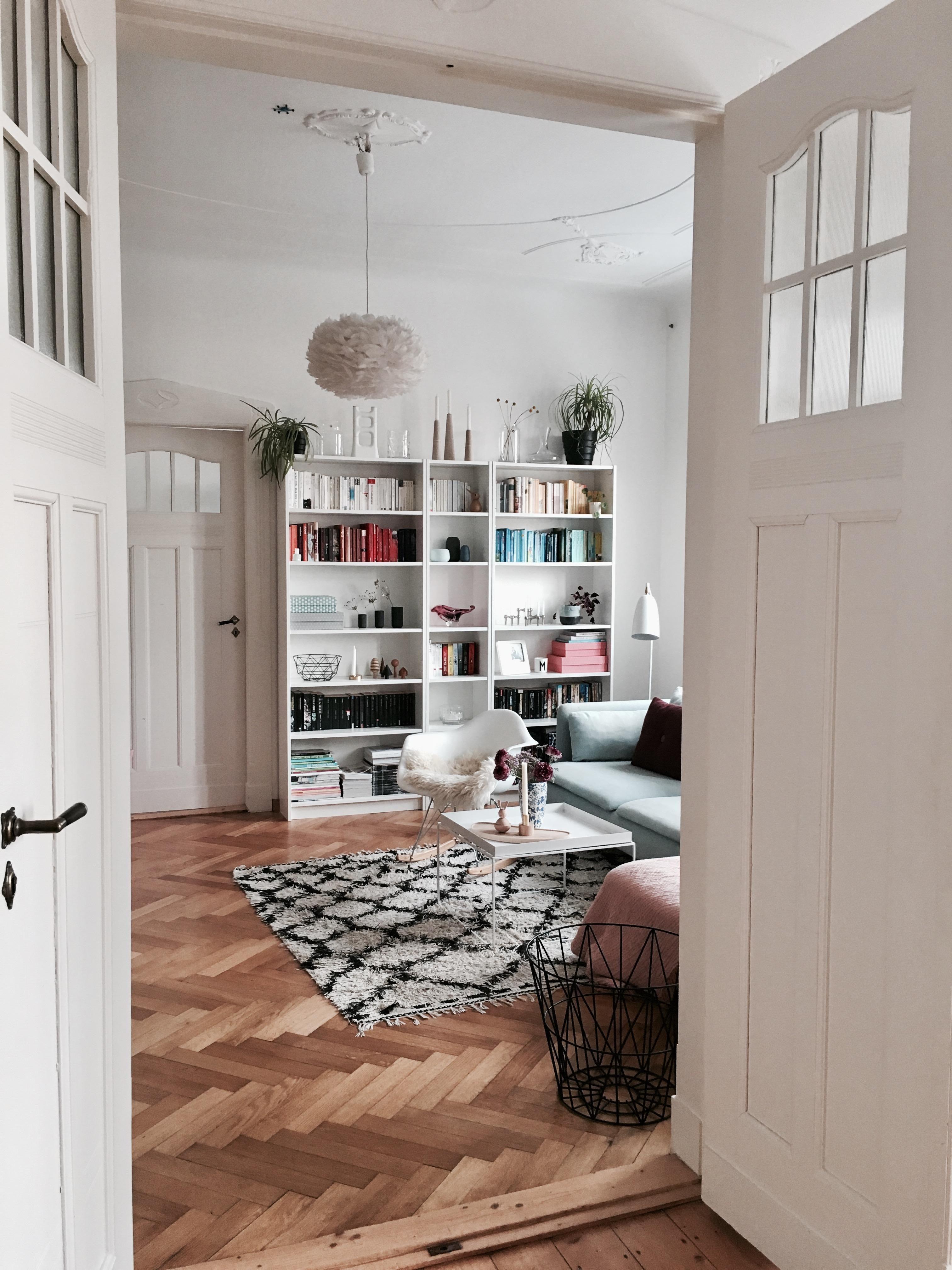 Attrayant #wohnzimmer #altbauwohnung #parkett #flügeltür #regalwand #