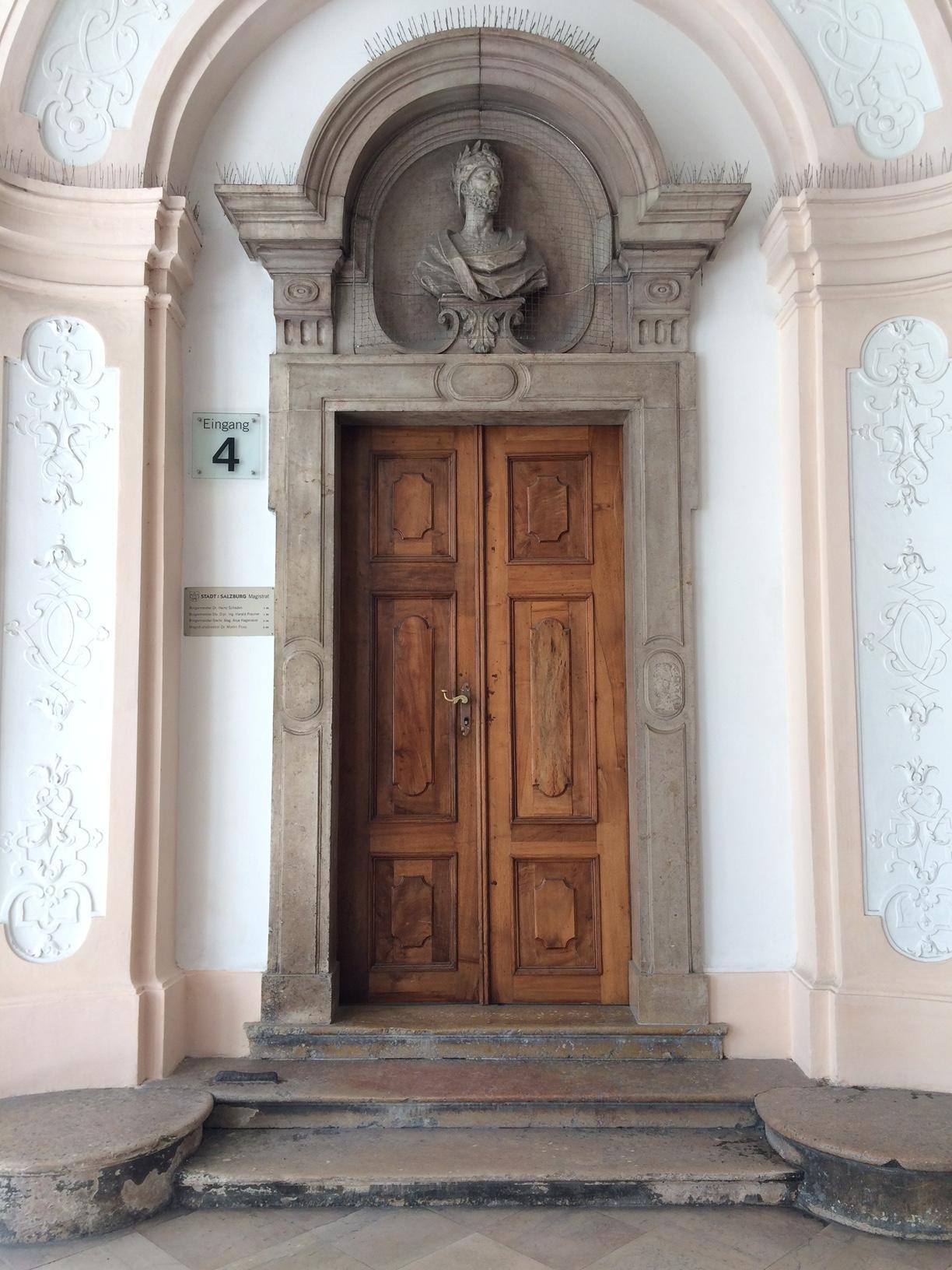 Cool Monumentale Eingangstr In Wien Haustr Eingangstr Holztr Travel  Architektur With Deko Vor Der Haustr Modern.