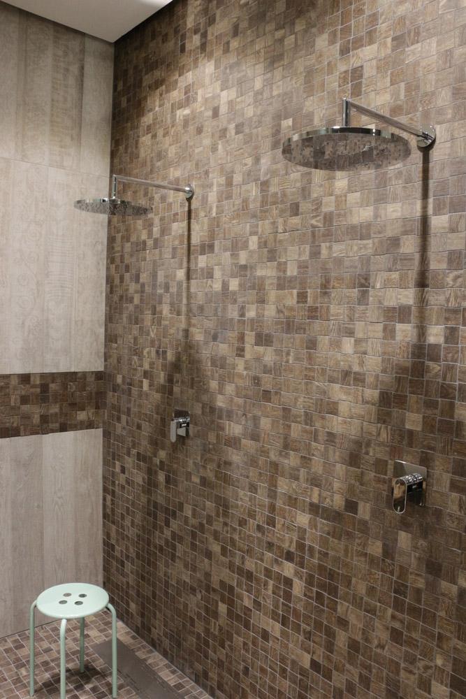 Mosaik im Duschbereich #bad #fliesen #badezimmer #du...