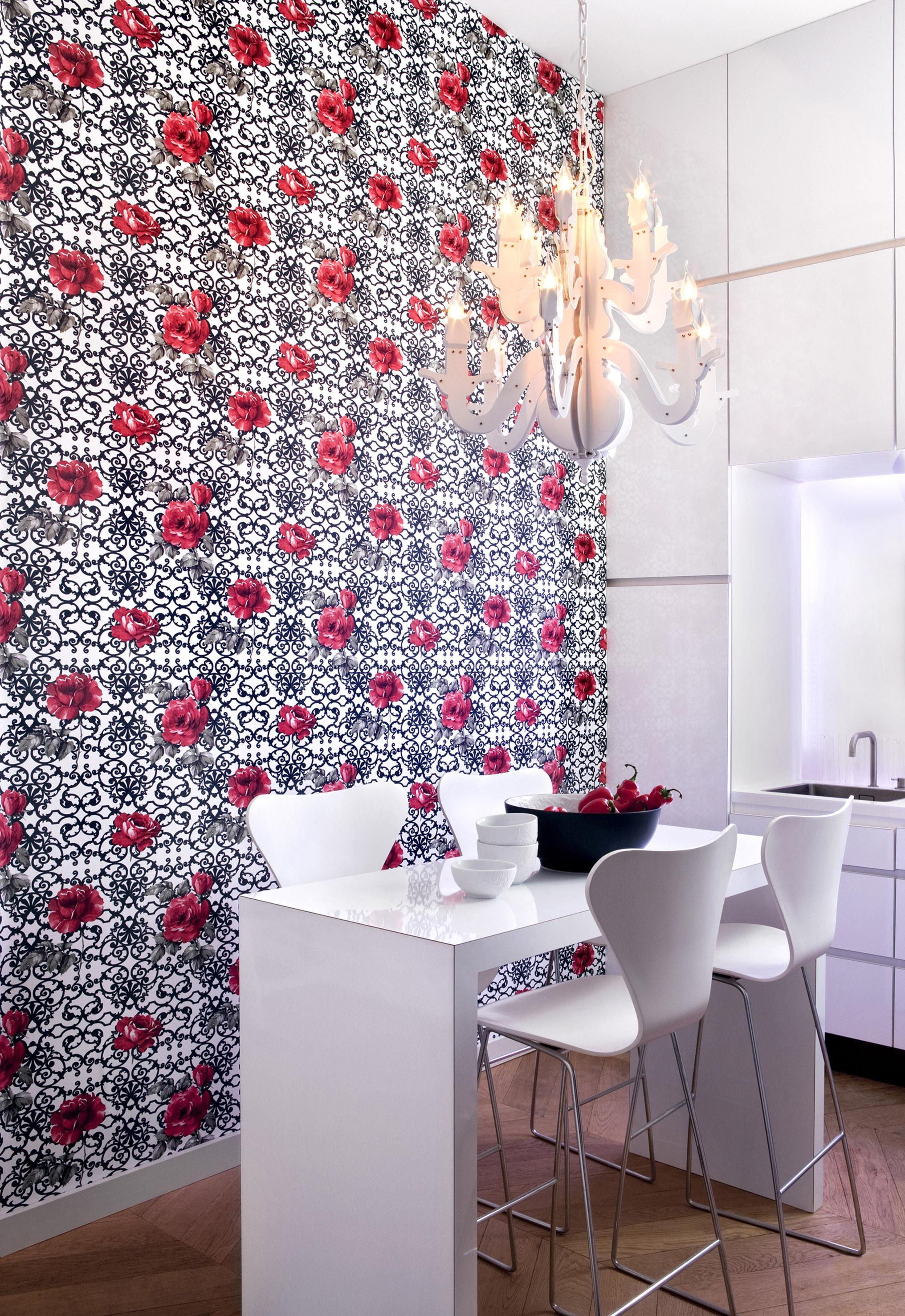 Mustertapete In Weißer Küche #Barhocker #Küche #Wand