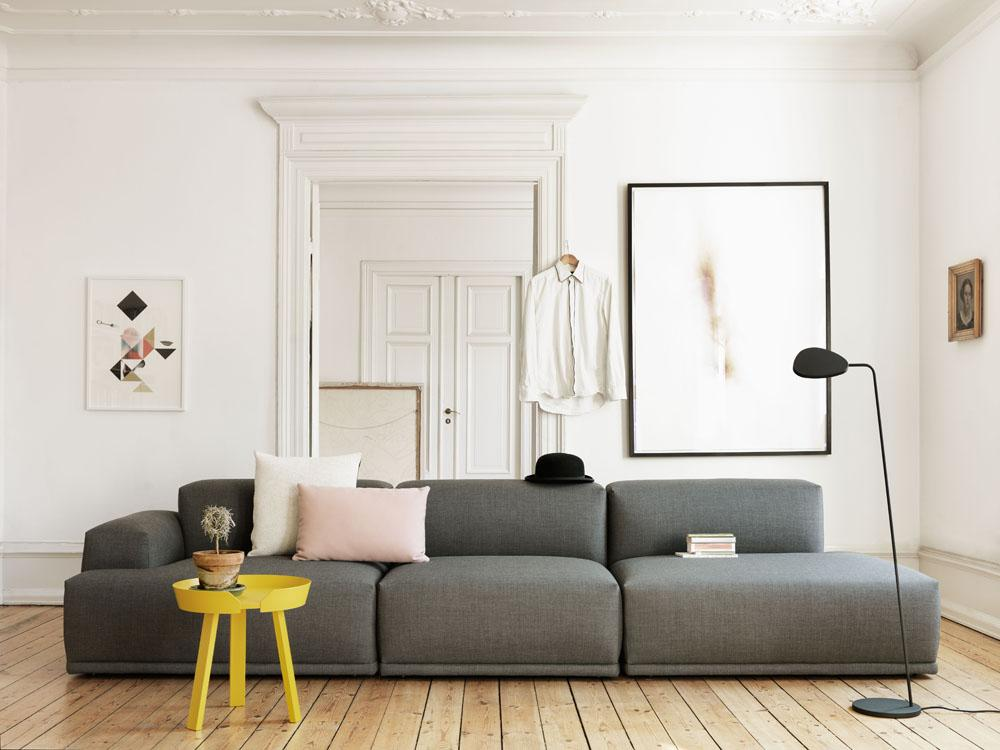 Muuto Sofa #couchtisch #dielenboden #stehlampe #kissen #sofa  #skandinavischesdesign ©Muuto